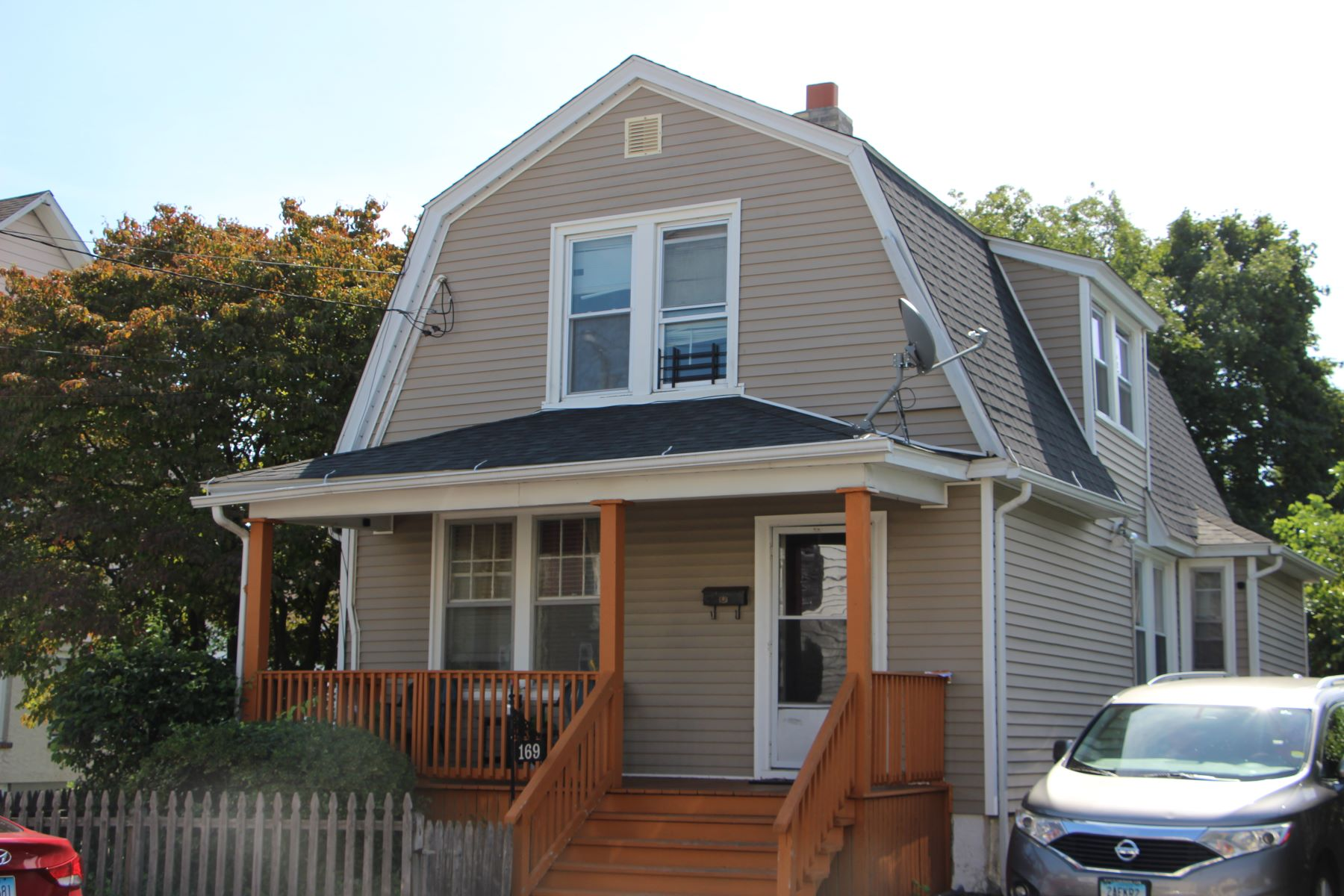 Single Family Homes for Sale at Perfect Starter Home 169 Cleveland Avenue Bridgeport, Connecticut 06606 United States
