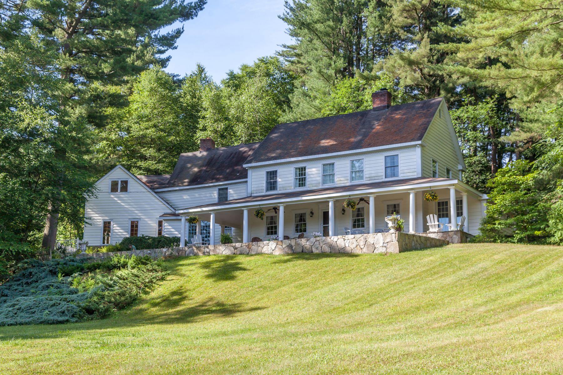 Maison unifamiliale pour l Vente à Country Compound 189 Clapboard Rd Bridgewater, Connecticut, 06752 États-Unis