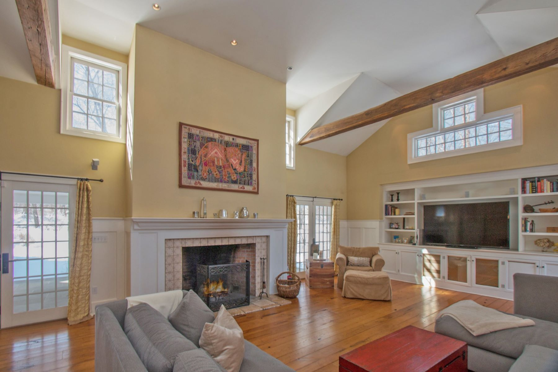 Single Family Homes for Sale at 203 Ridgefield Road Wilton, Connecticut 06897 United States