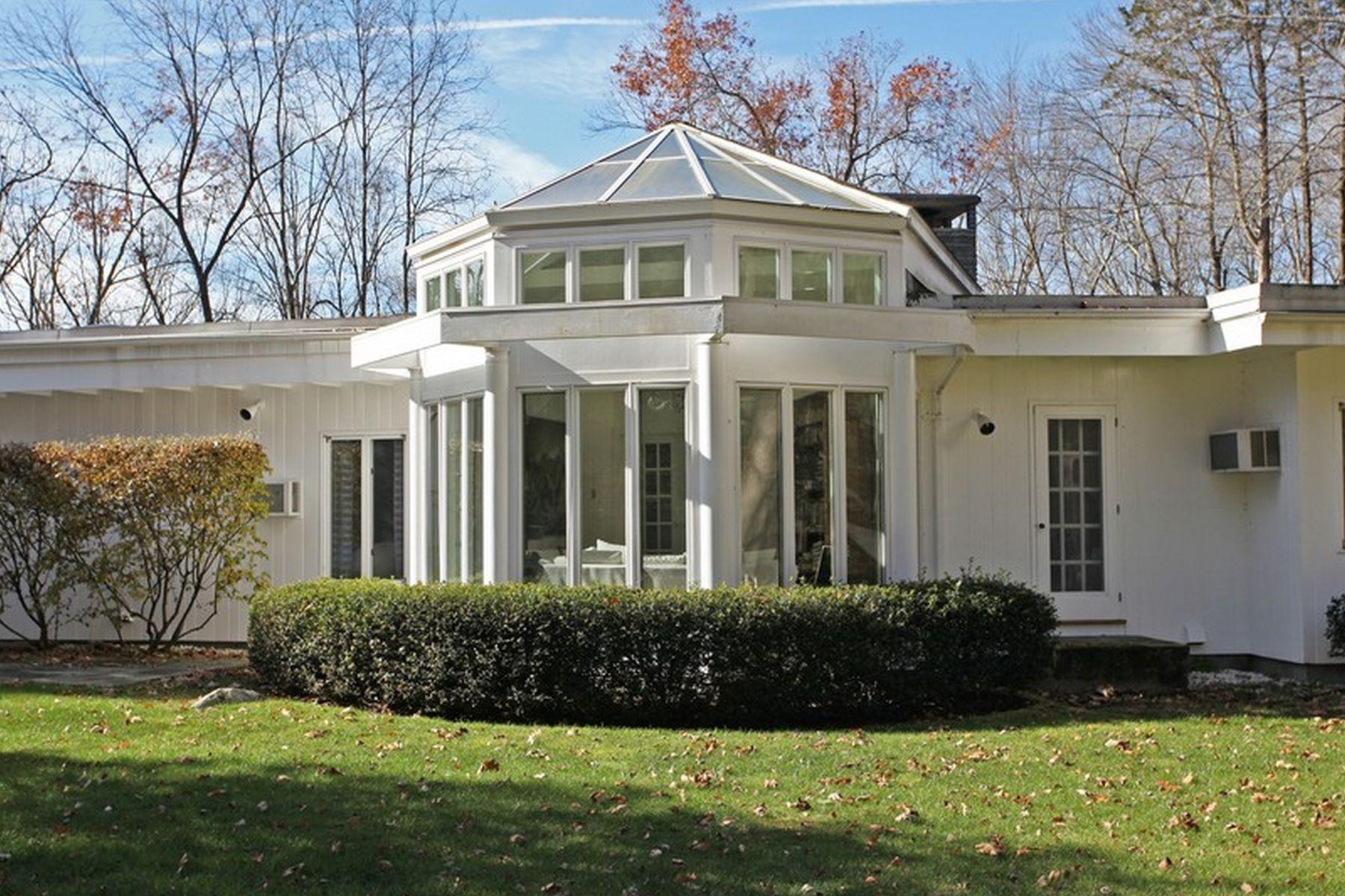 Additional photo for property listing at Sleek Mid-Century Modern 116 Wellers Bridge Road 罗克斯伯里, 康涅狄格州 06783 美国