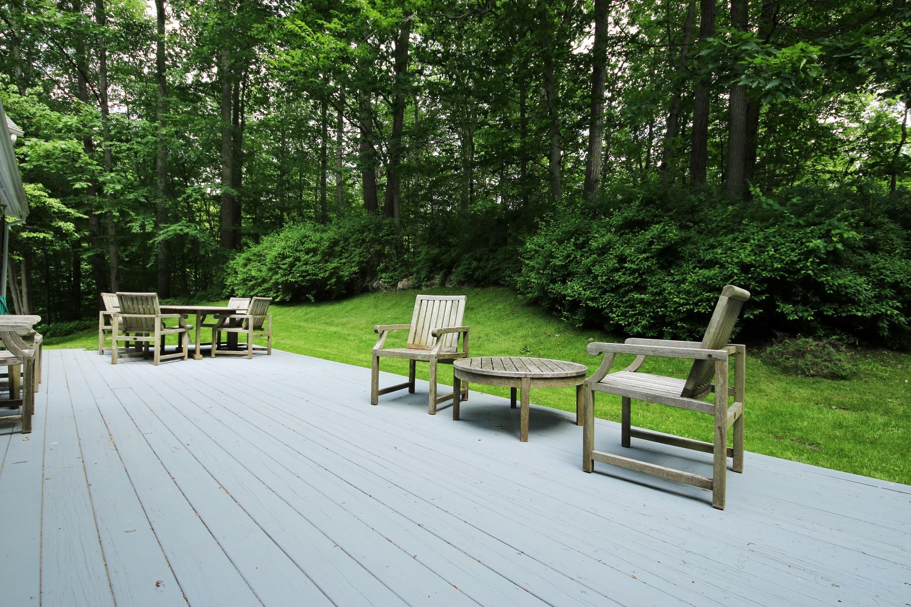 단독 가정 주택 용 매매 에 Impressive Colonial 40 Lounsbury Lane Ridgefield, 코네티컷, 06877 미국