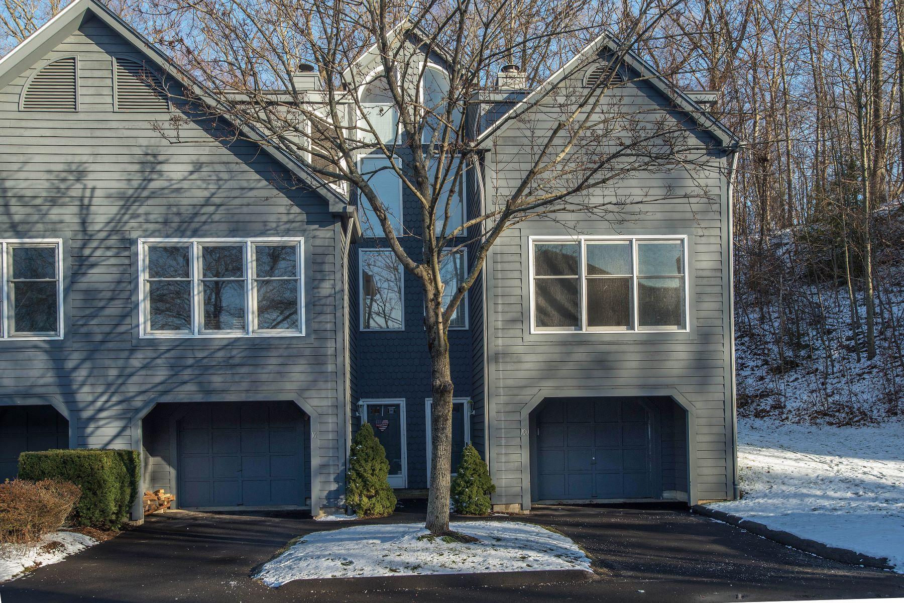 Nhà ở một gia đình vì Bán tại 101 Fawn Ridge Lane 101 Fawn Ridge Lane 101 Norwalk, Connecticut, 06851 Hoa Kỳ
