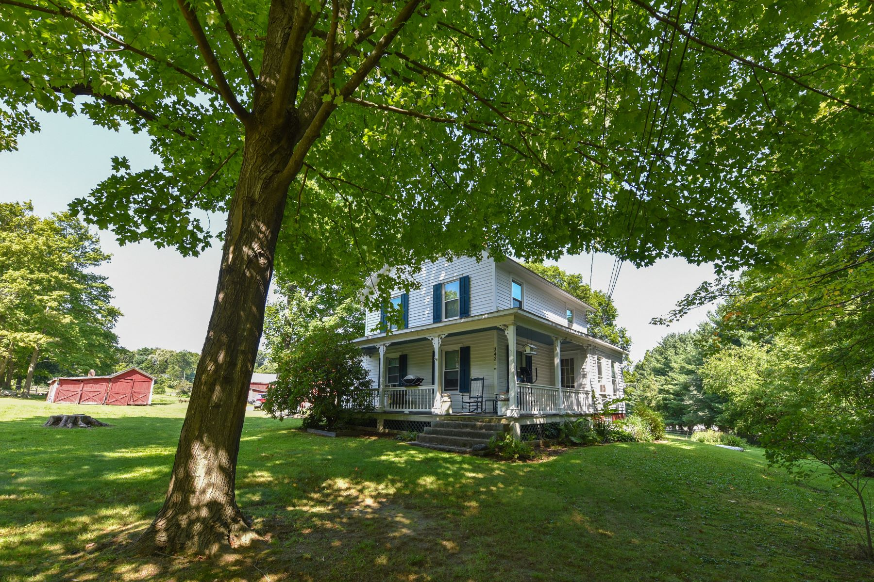 Single Family Homes pour l Vente à Torrington West Side Farm on 26 Acres 342 Highland Avenue Torrington, Connecticut 06790 États-Unis