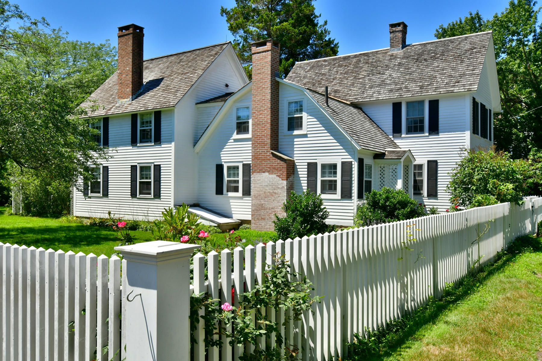 واحد منزل الأسرة للـ Sale في Set In The Heart of Old Lyme Village 6 Ferry Road Old Lyme, Connecticut 06371 United States