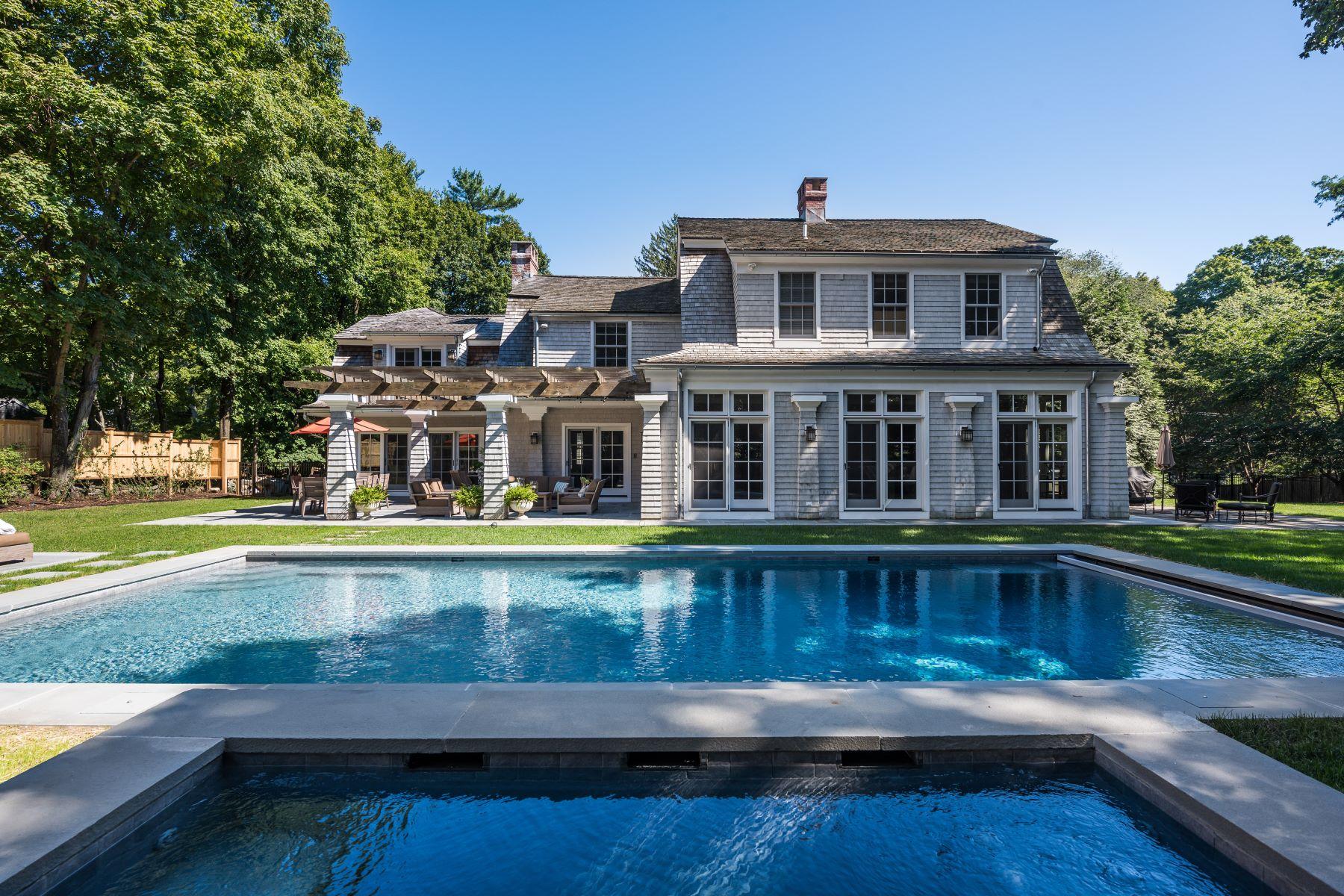 Частный односемейный дом для того Продажа на Elegant Westport Property on Compo Road 100 Compo Road South Westport, Коннектикут 06880 Соединенные Штаты