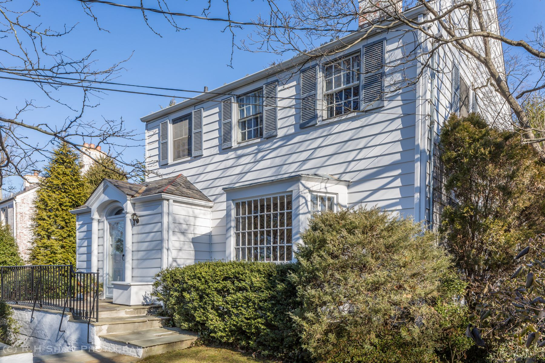 Single Family Home for Sale at Lovingly Maintained 26 Summit Avenue, Bronxville, New York, 10708 United States