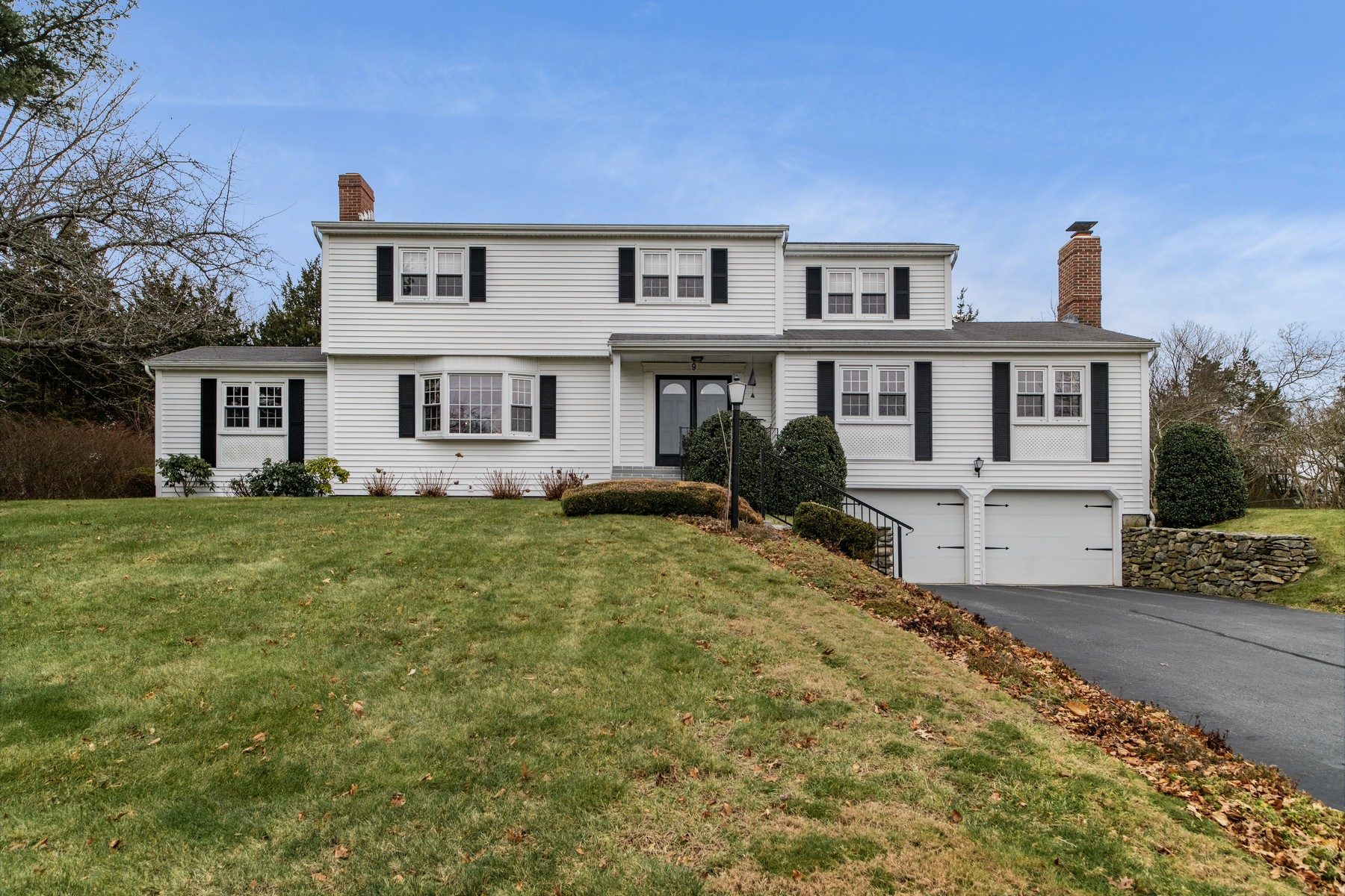 Single Family Homes vì Bán tại Charming, Immaculate, Move-In! 9 Quinley Way, Waterford, Connecticut 06385 Hoa Kỳ