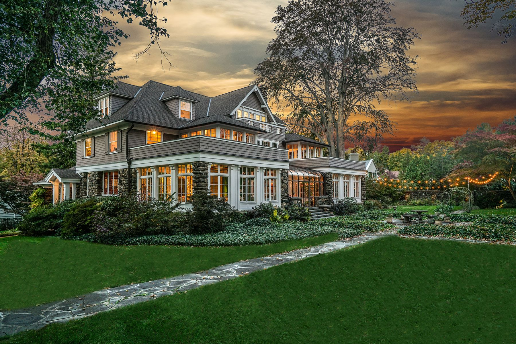 Maison unifamiliale pour l Vente à Rare Shingle Style Masterpiece 516 Fowler Avenue Pelham, New York 10803 États-Unis