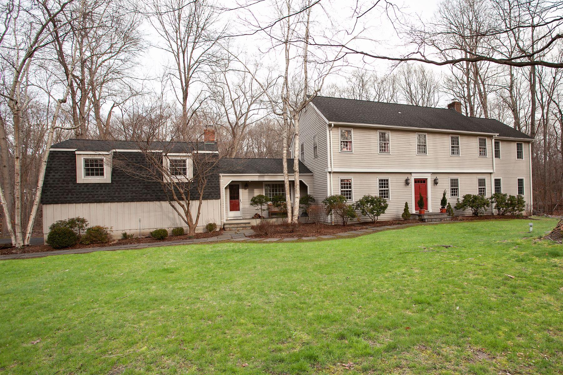Частный односемейный дом для того Продажа на Pristine Center Hall Colonial 3 Narrow Brook Road Weston, Коннектикут 06883 Соединенные Штаты