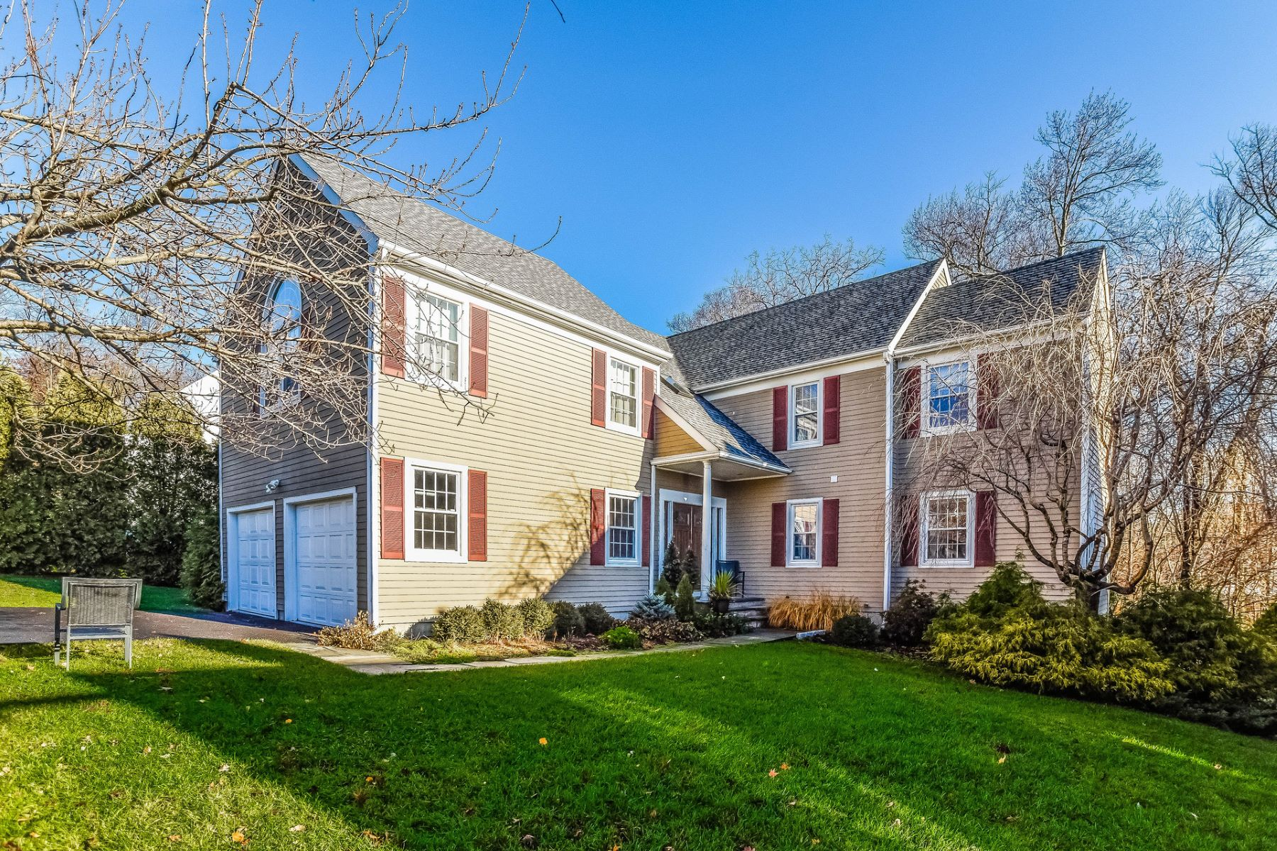 Single Family Home for Sale at Newfield Colonial 135 Edward Place Stamford, Connecticut, 06905 United States