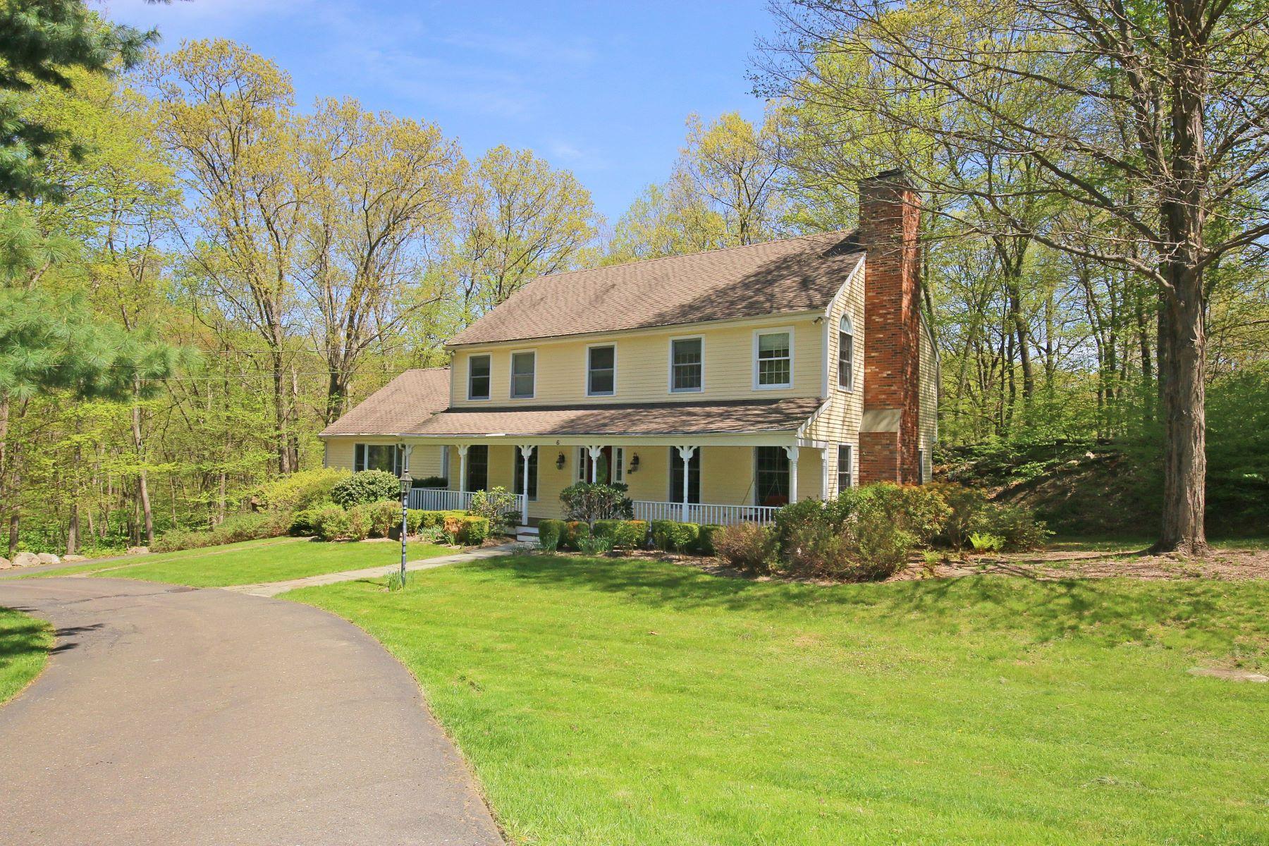 独户住宅 为 销售 在 ELEGANT COLONIAL 6 Lounsbury Lane 里奇菲尔德, 康涅狄格州 06877 美国