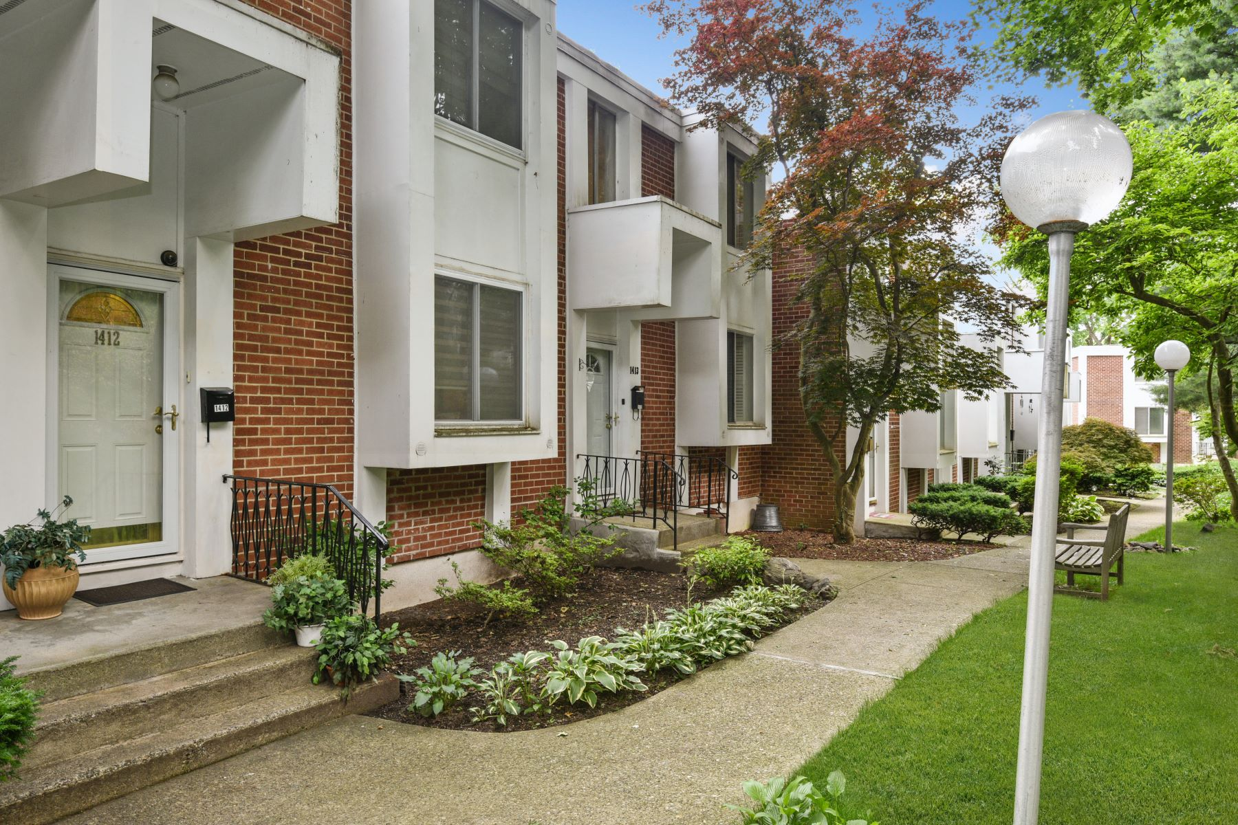 Condominiums for Sale at Renovated Town House with Easy Condo Living 1412 Fox Glen Drive Hartsdale, New York 10530 United States