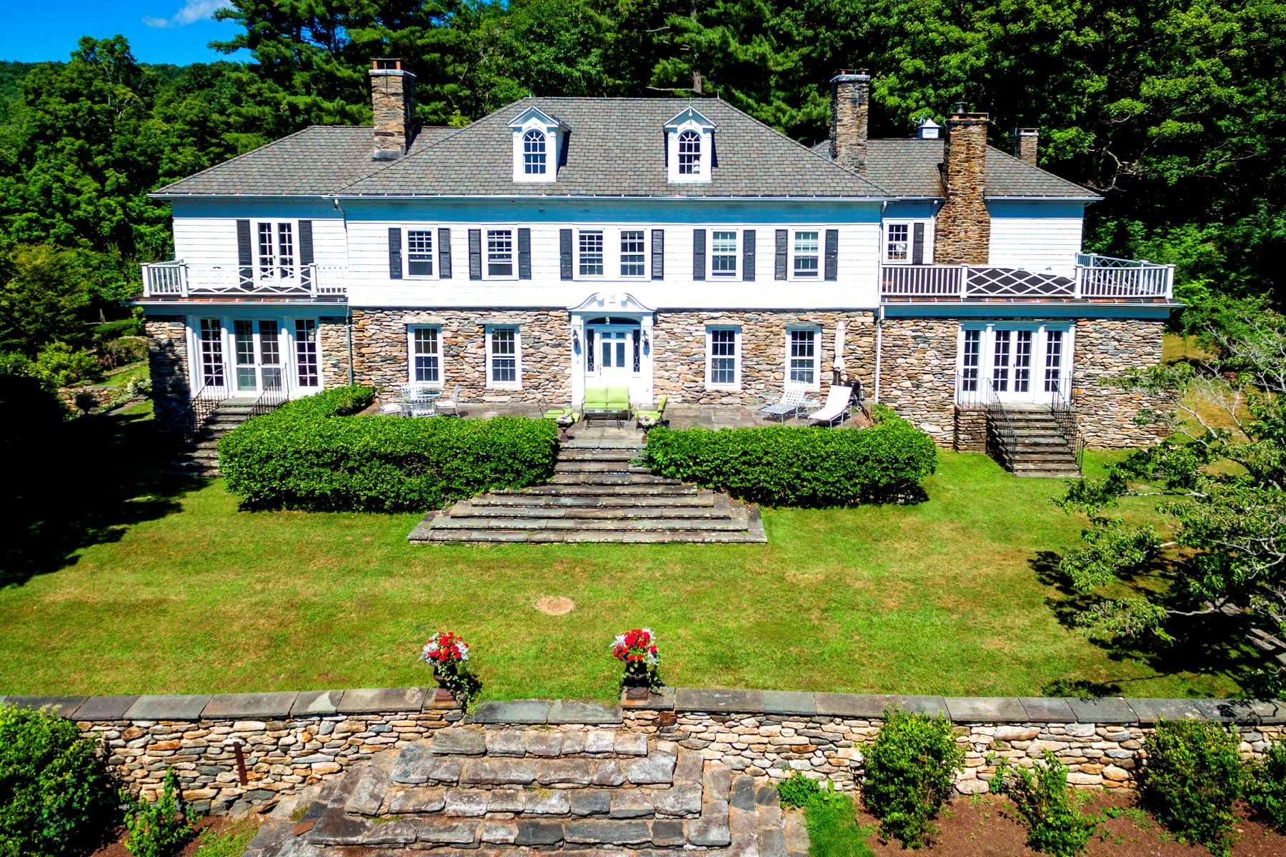 Casa Unifamiliar por un Venta en Spectacular Turn-of-the-Century Berkshire Estate 2 Brace Road Tyringham, Massachusetts 01264 Estados Unidos