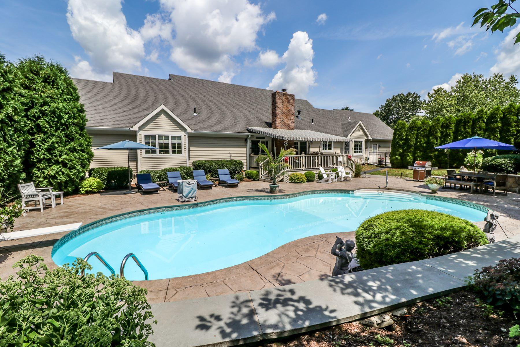 Single Family Homes للـ Sale في Heated Salt Water Pool 9 Gallows Rd, Brookfield, Connecticut 06804 United States