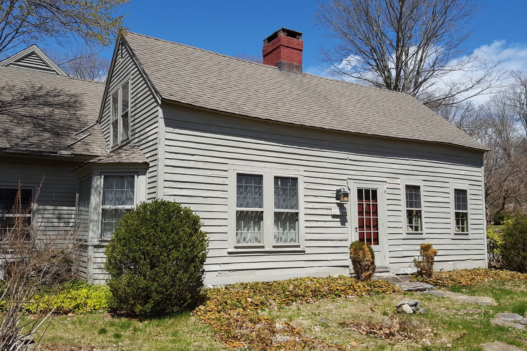 Single Family Homes por un Venta en Antique on 4+ Acres with Amazing Gardens 360 Center Road Easton, Connecticut 06612 Estados Unidos