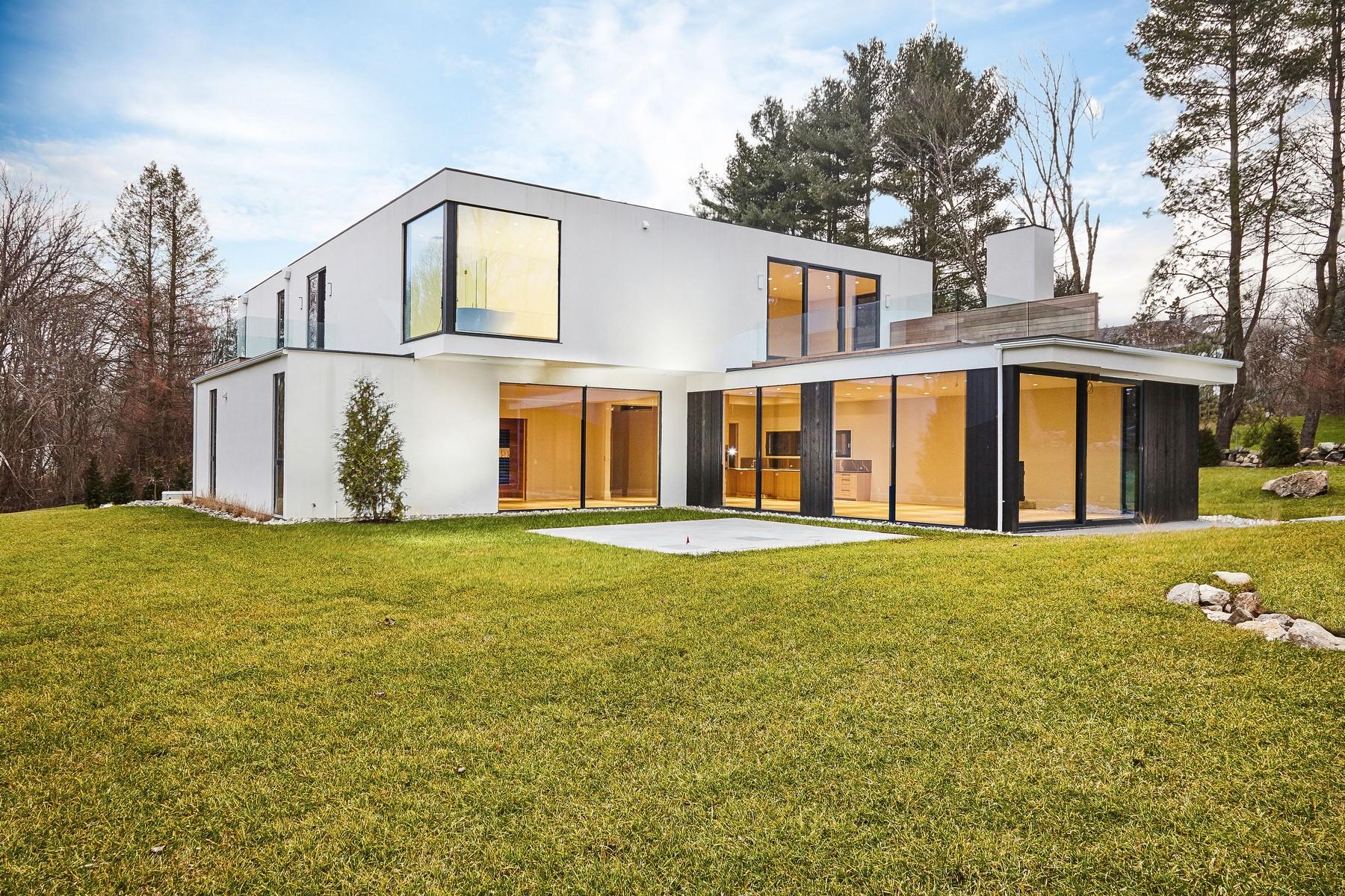 Частный односемейный дом для того Продажа на Complete Privacy in a Park-like Setting 175a Cross Highway Westport, Коннектикут 06880 Соединенные Штаты