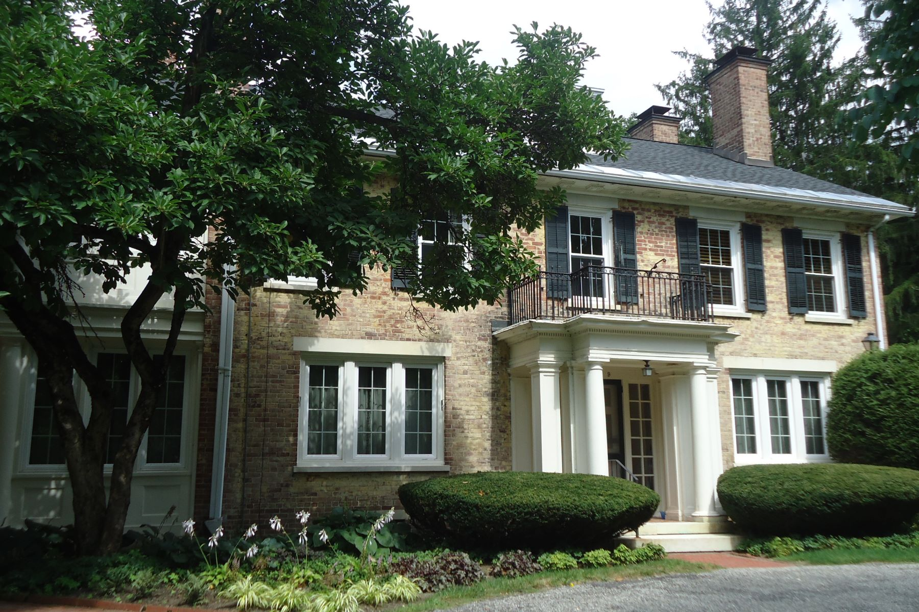 Condominiums por un Venta en Stockbridge Pied A Terre ! 57 Main St 8 Stockbridge, Massachusetts 01262 Estados Unidos