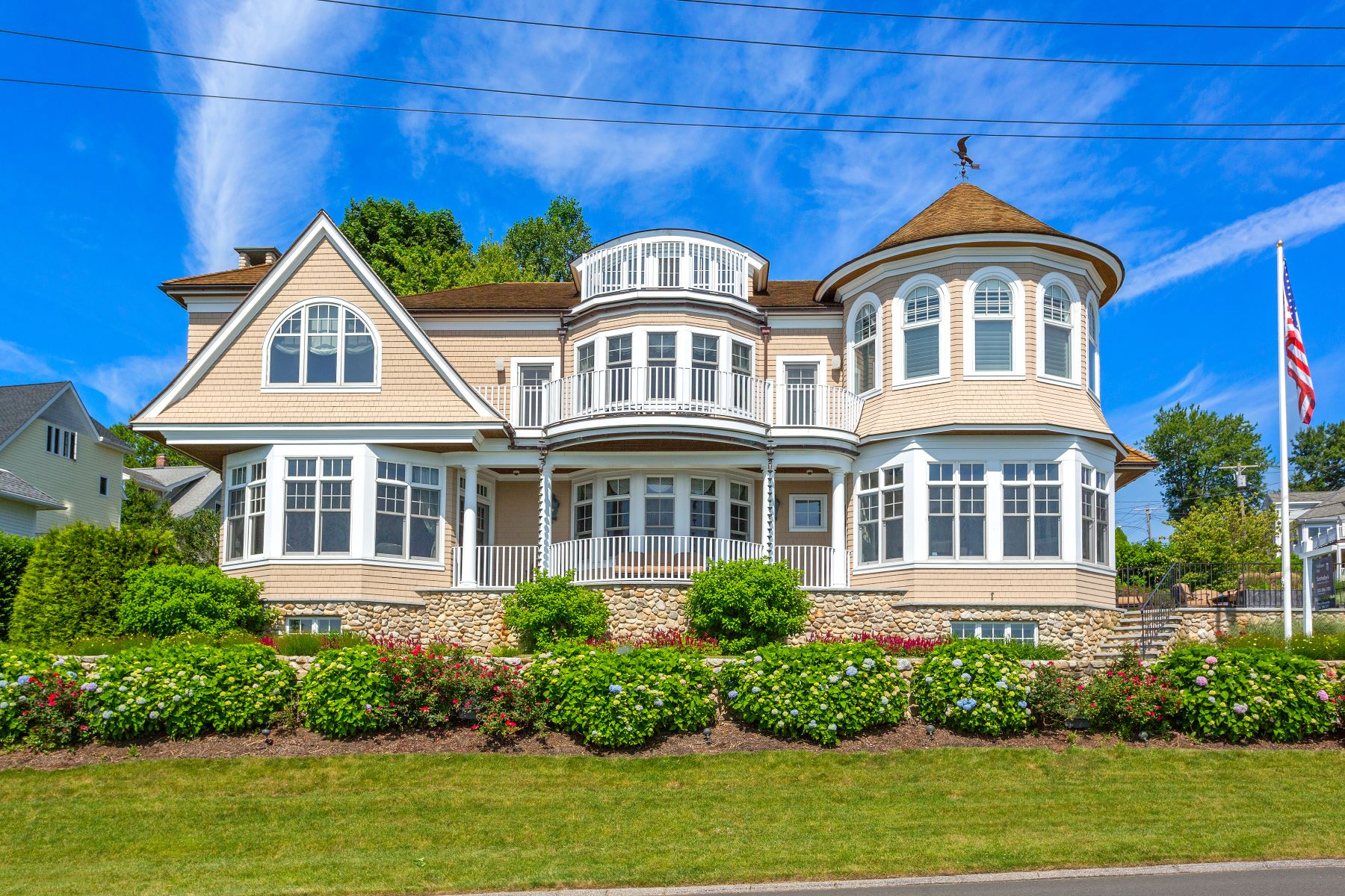 Single Family Homes for Sale at Luxurious Waterfront Living! 65 Morningside Drive Milford, Connecticut 06460 United States