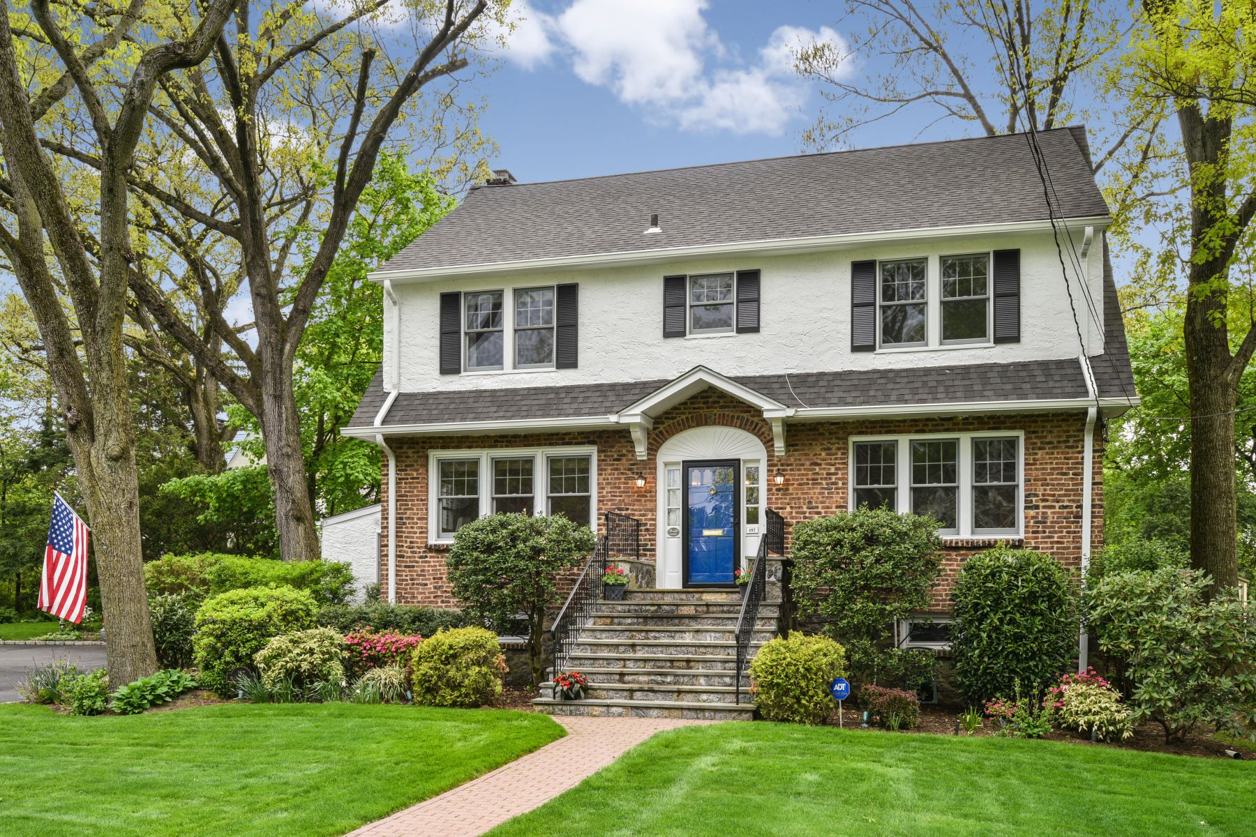 Single Family Homes por un Venta en 197 Mulberry Lane Larchmont, Nueva York 10538 Estados Unidos