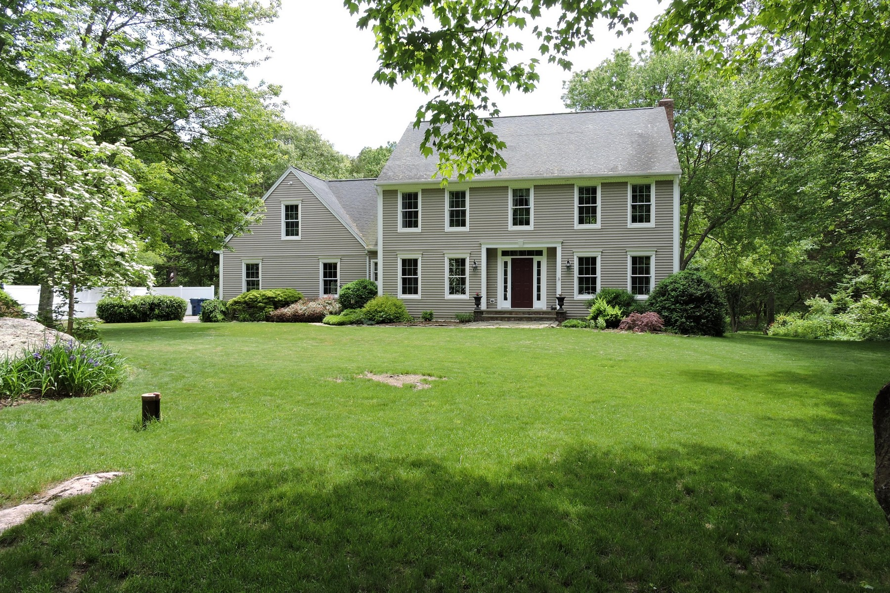 Single Family Home for Sale at Classic Features, Fine Craftsmanship 4 Somerset Lane Old Lyme, Connecticut 06371 United States