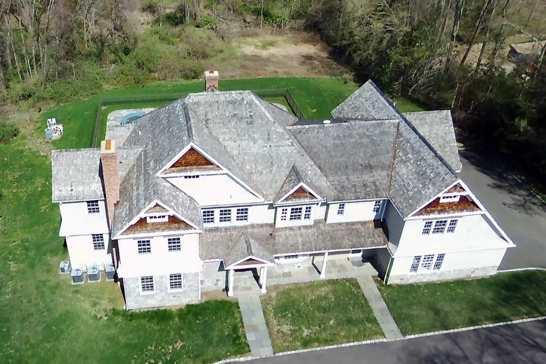 Single Family Homes vì Bán tại Exquisite Old Hill Colonial 38 Crawford Road, Westport, Connecticut 06880 Hoa Kỳ
