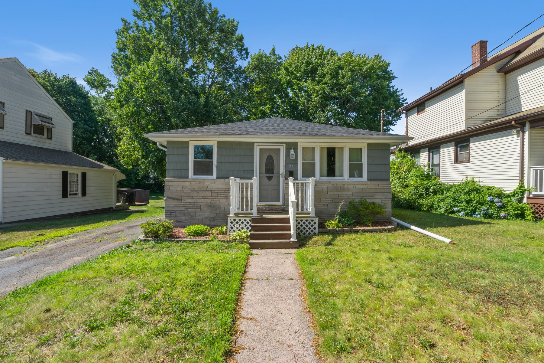 Single Family Homes voor Verkoop op The Perfect Ranch! 27 Girard Avenue, New Haven, Connecticut 06512 Verenigde Staten