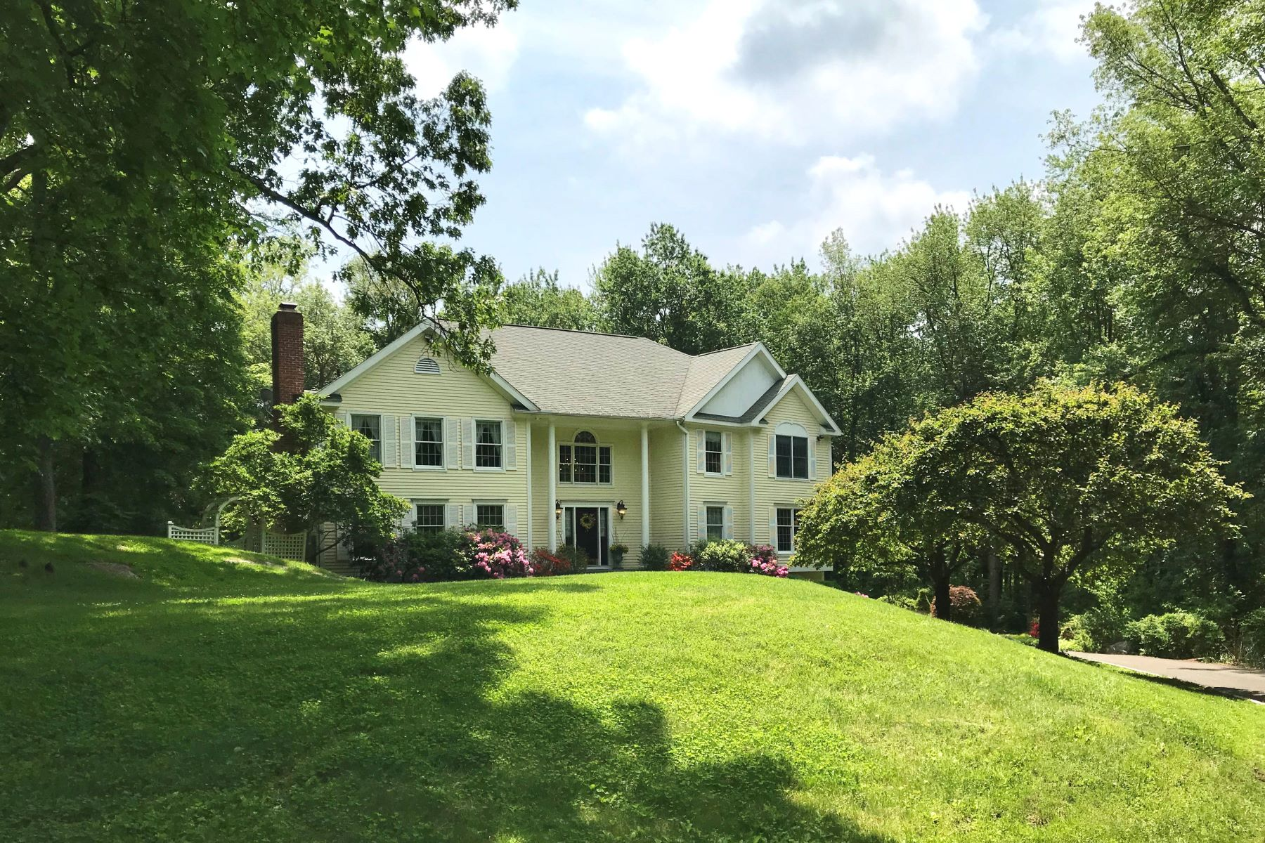 Single Family Homes pour l Vente à 227 Nod Hill Road Wilton, Connecticut 06897 États-Unis