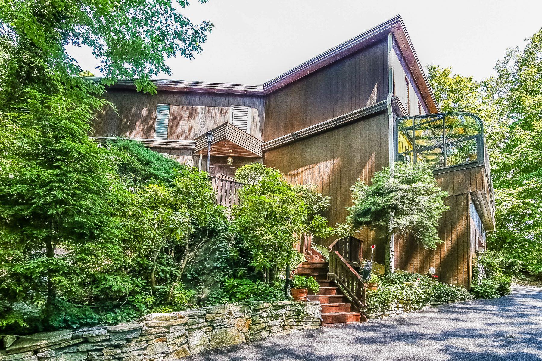 단독 가정 주택 용 매매 에 Unique Beech Hill Residence 44 Old Army Road, Scarsdale, 뉴욕, 10583 미국