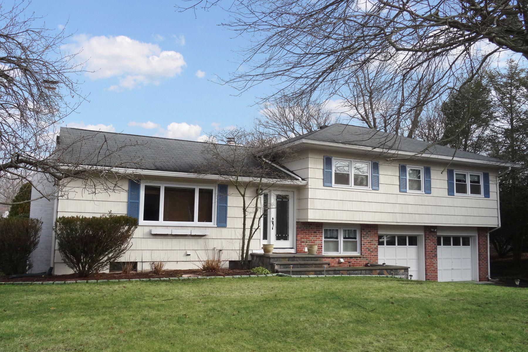 Nhà ở một gia đình vì Bán tại Picturesque View of Sasco Pond 4 Palmieri Road Westport, Connecticut, 06880 Hoa Kỳ