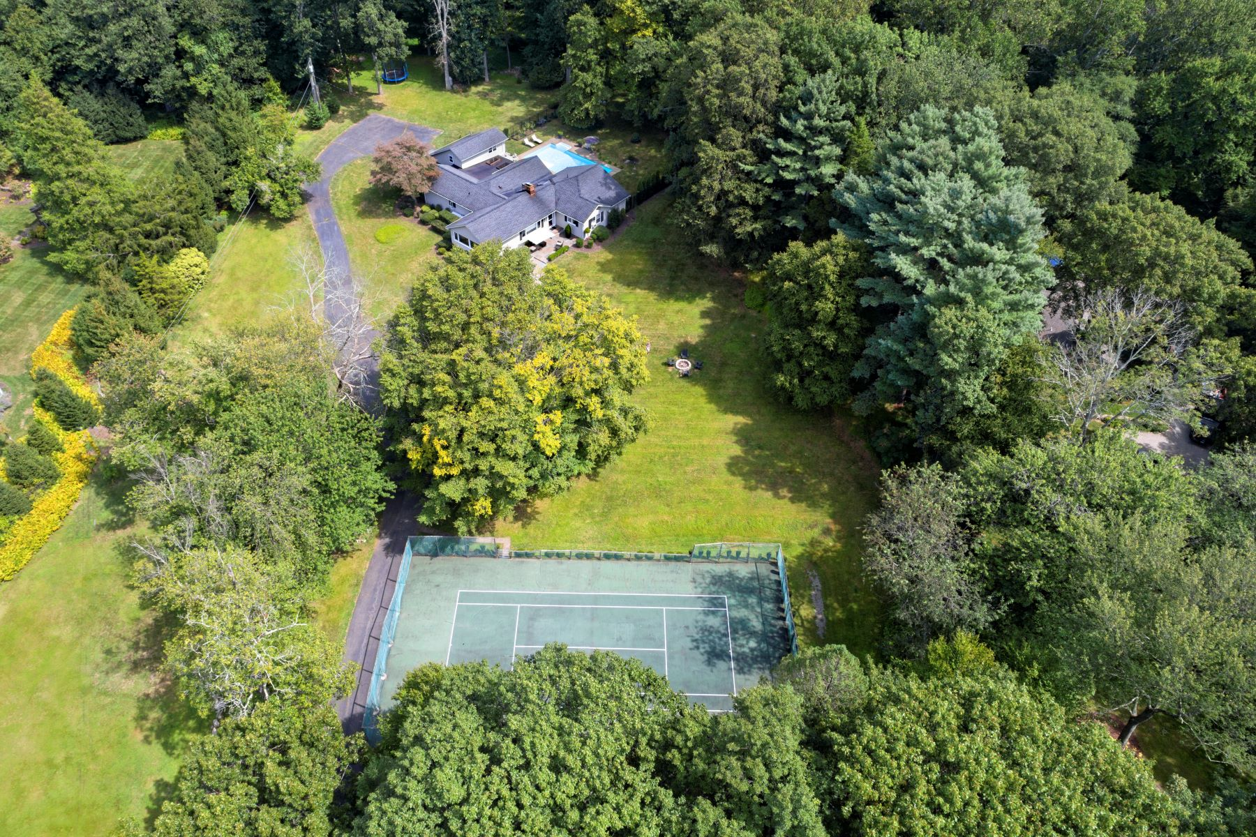 Single Family Homes vì Bán tại Come and Enjoy this Mini Estate in Westport! 230 A&b Bayberry Lane, Westport, Connecticut 06880 Hoa Kỳ
