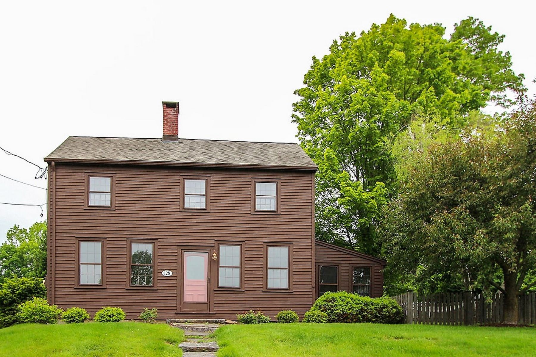 واحد منزل الأسرة للـ Sale في Circa 1842 Village Colonial 128 West Street, Litchfield, Connecticut, 06759 United States