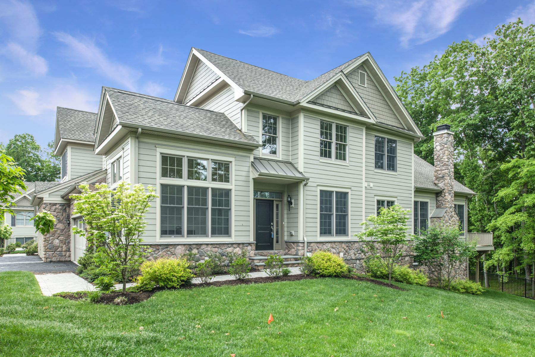Single Family Homes for Active at Live the Valeria lifestyle 11 Hedges Court Cortlandt Manor, New York 10567 United States