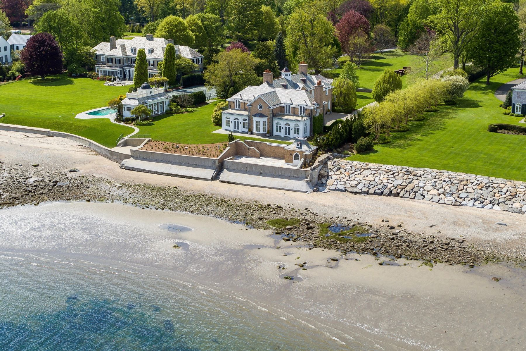 Single Family Homes voor Verkoop op Majestically Sited on Over Two Acres of Lush Manicured Property 82 Beachside Avenue, Westport, Connecticut 06880 Verenigde Staten