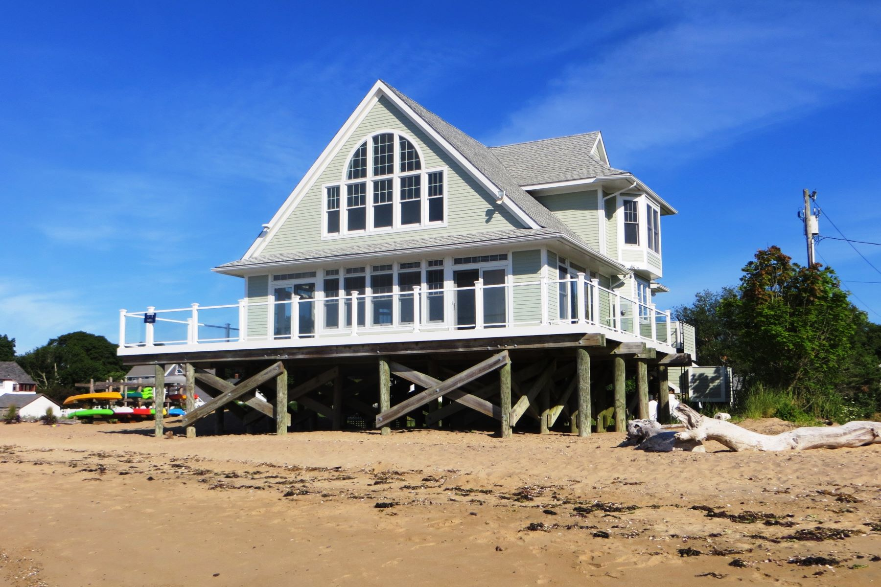 Casa Unifamiliar por un Alquiler en Sandy Beachfront! 156 Kelsey Place Madison, Connecticut 06443 Estados Unidos