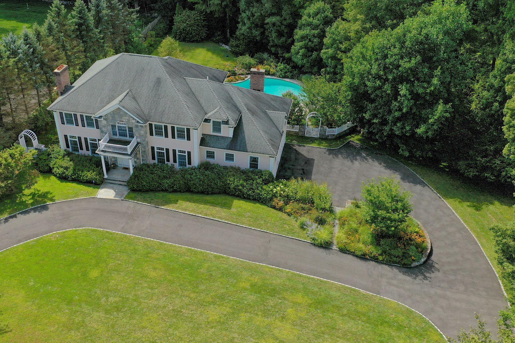 Single Family Homes 为 销售 在 Stunning Colonial 50 Pembroke Drive 斯坦福, 康涅狄格州 06903 美国