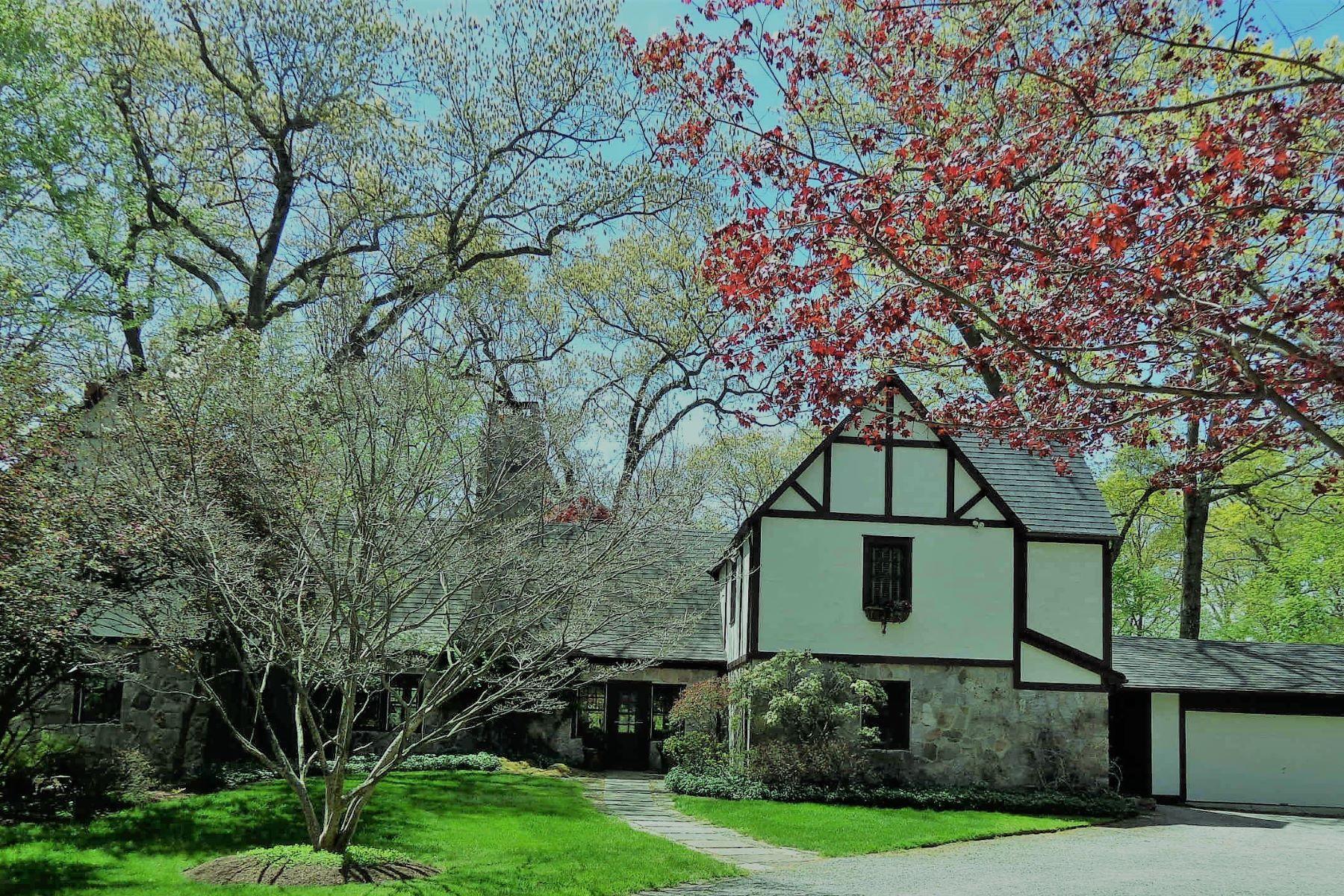 Eensgezinswoning voor Verkoop op Magnificent Setting and Resort Lifestyle 12 Iron Gate Hill, Westport, Connecticut 06880 Verenigde Staten