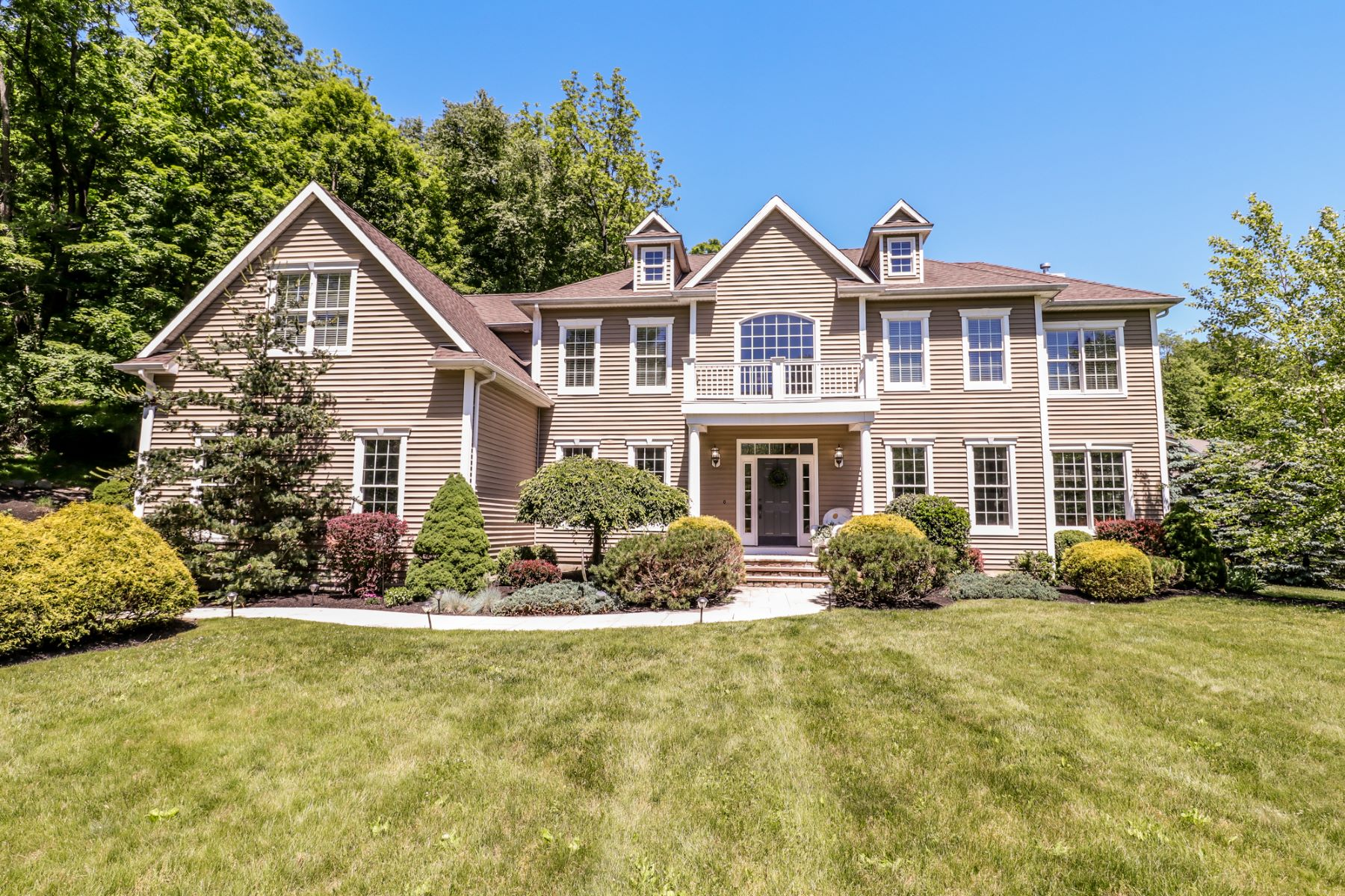 Single Family Homes للـ Sale في Breathtaking Details 56 Riverford Road, Brookfield, Connecticut 06804 United States