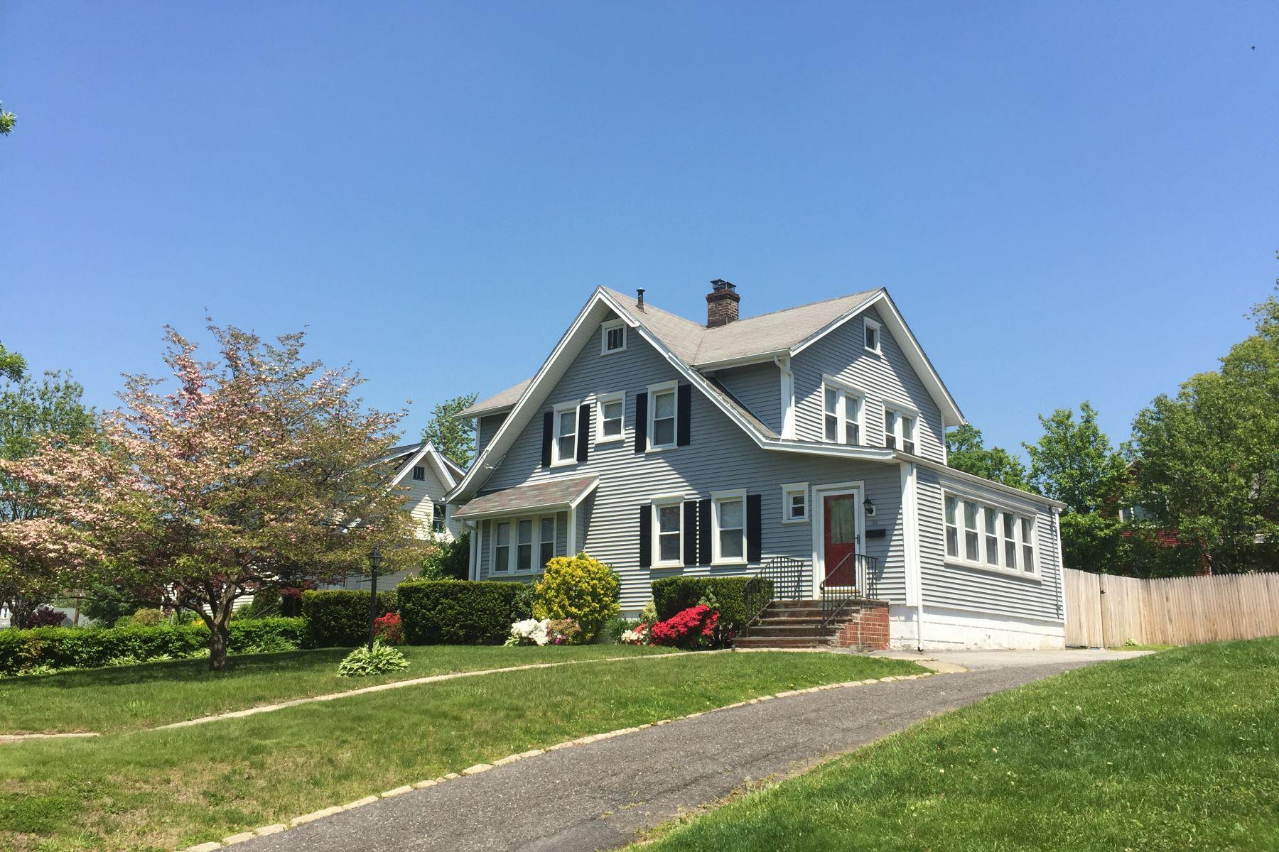 Maison unifamiliale pour l à vendre à Lovely Colonial in Port Chester 315 Glen Avenue, Port Chester, New York, 10573 États-Unis