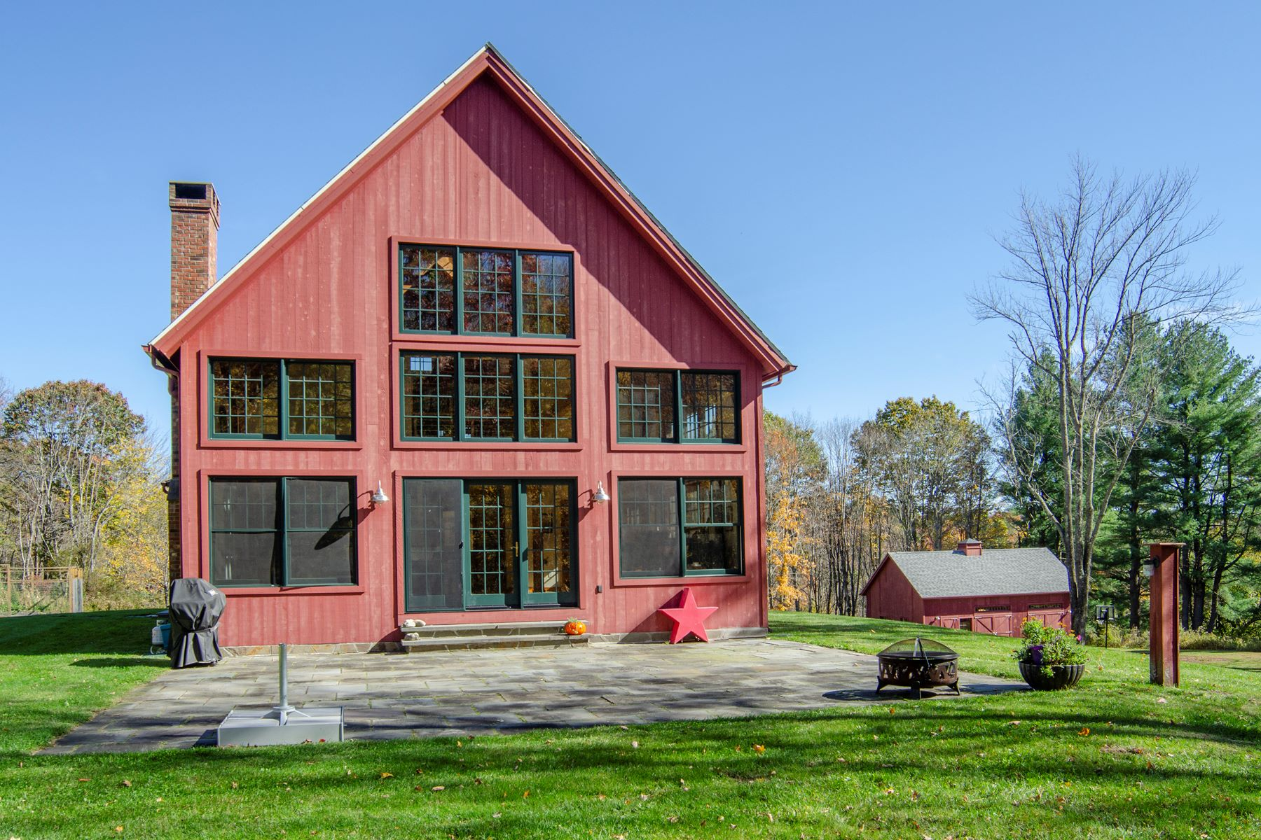 Single Family Homes für Verkauf beim A Perfect Balance Between House and Barn Style Living 130 Elsohn, Gallatin, New York 12503 Vereinigte Staaten