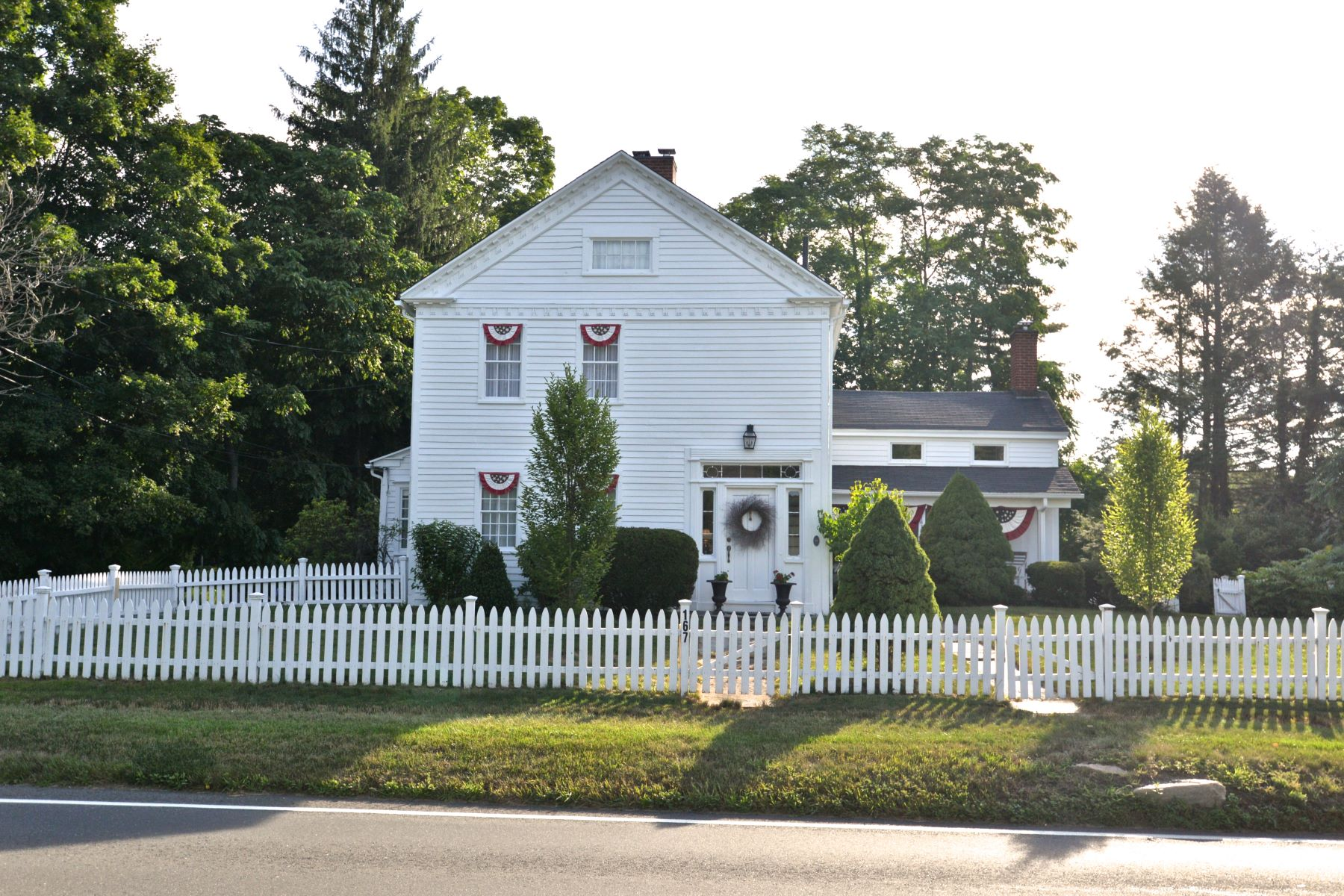 Single Family Homes للـ Sale في Seated in Brookfield's Historic District 167 Whisconier Road, Brookfield, Connecticut 06804 United States