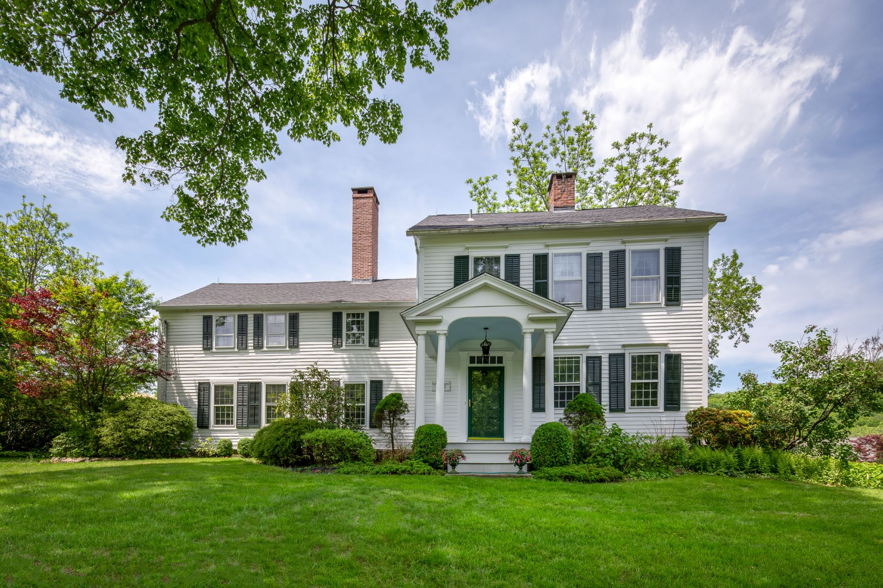 Casa Unifamiliar por un Venta en Centuried Country Colonial 511 Quaker Farms Road Oxford, Connecticut 06478 Estados Unidos