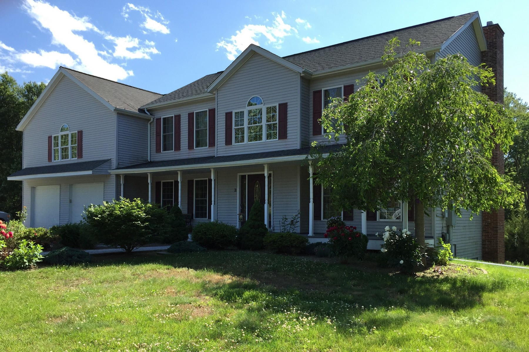 Einfamilienhaus für Verkauf beim Stroll to Chester Lake From This Contemporary Colonial 2 Winthrop Rd Chester, Connecticut, 06412 Vereinigte Staaten