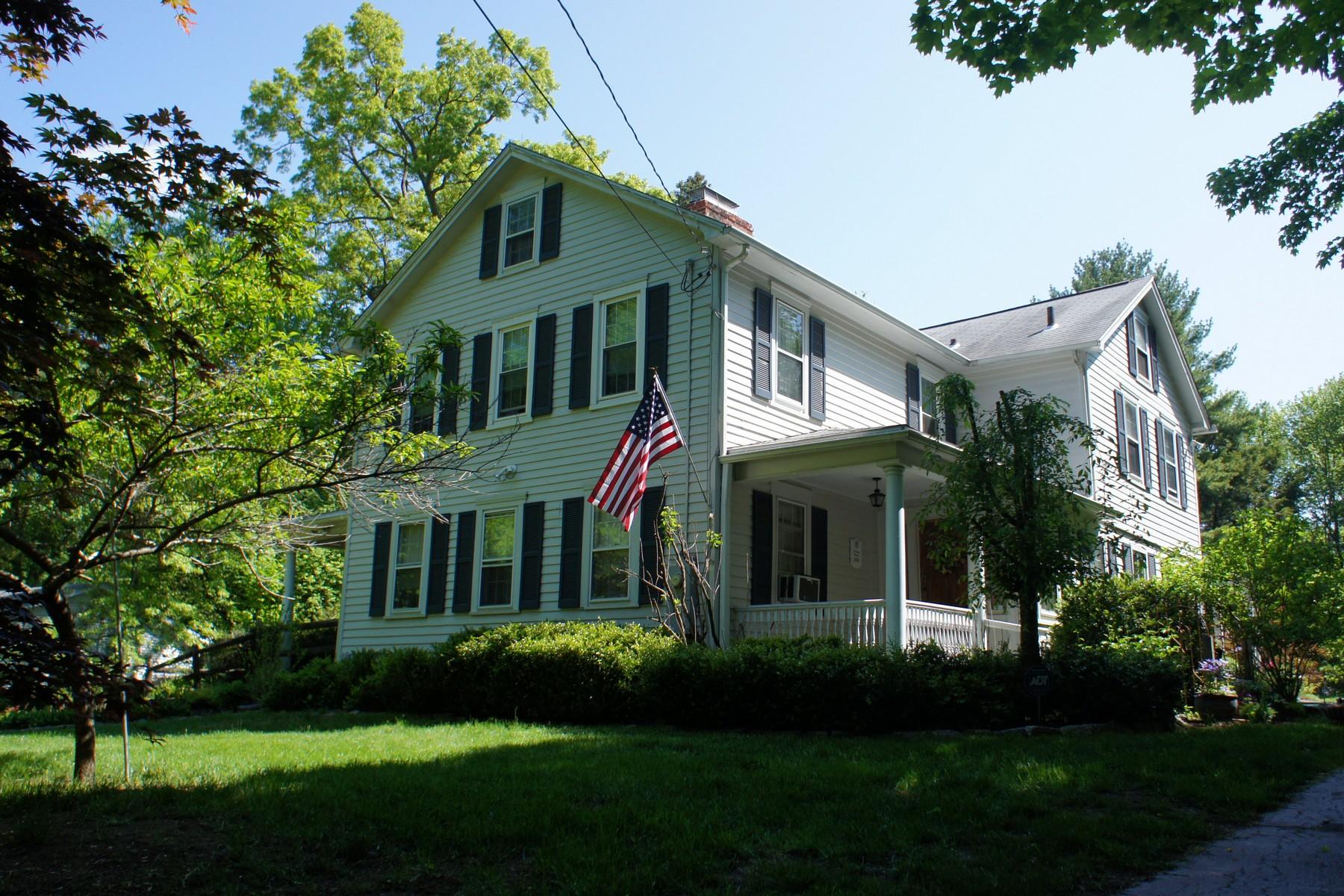 Vivienda unifamiliar por un Venta en The Sturges House - Beautiful Upgraded and Renovated Antique Gem 228 Wolfpit Avenue Norwalk, Connecticut, 06851 Estados Unidos