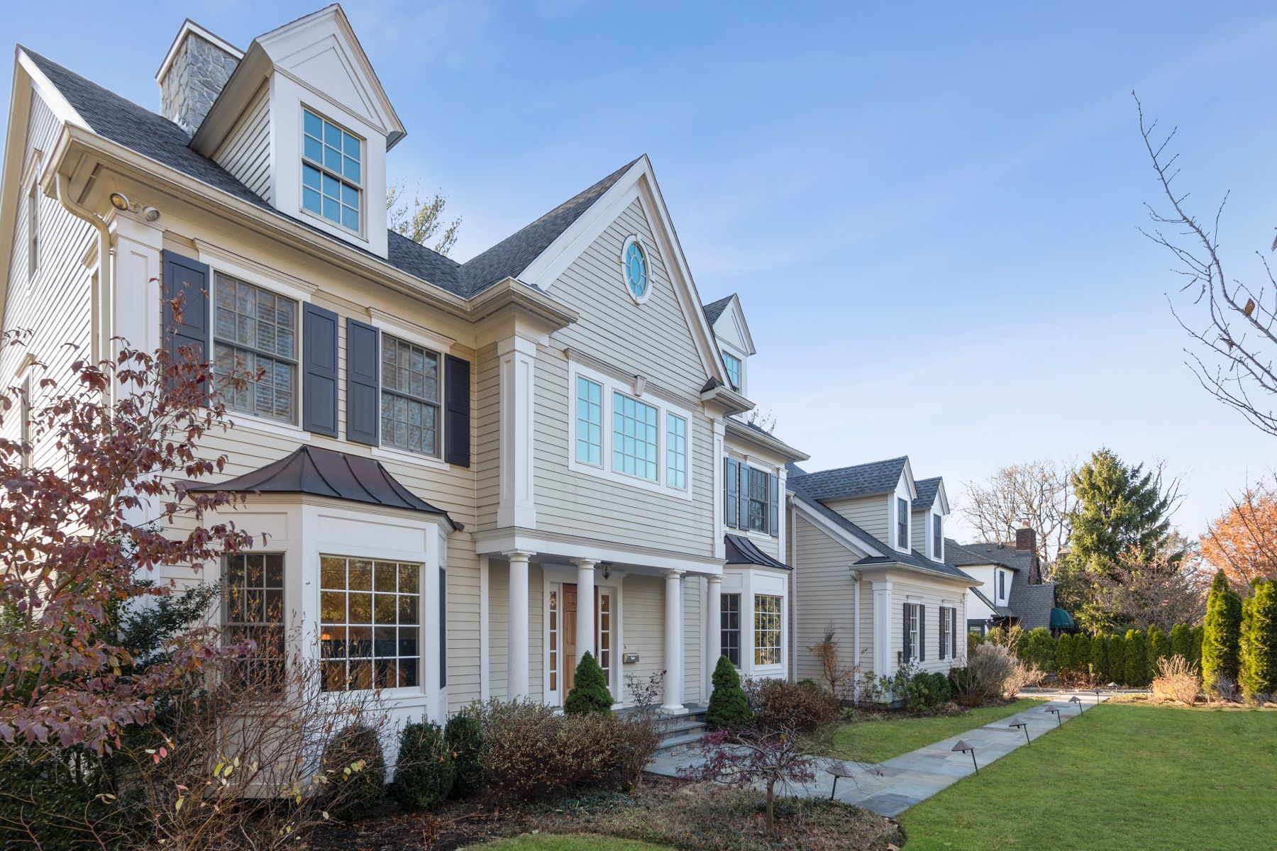 Single Family Homes for Active at Bright & Sunny Like-New Colonial 18 Drake Road Scarsdale, New York 10583 United States
