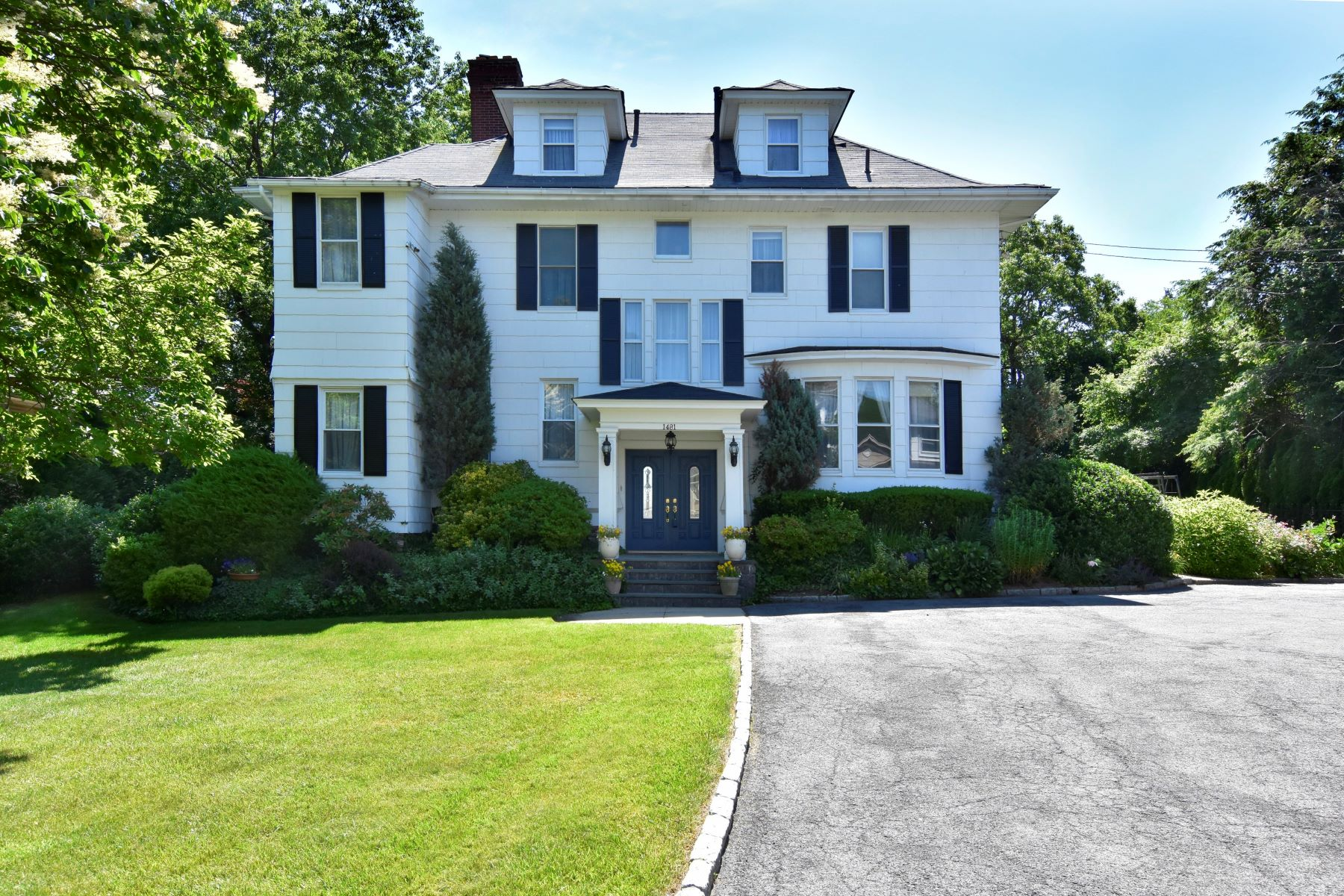 Single Family Home for Sale at Simply Spectacular 1481 Roosevelt Avenue Pelham, New York 10803 United States