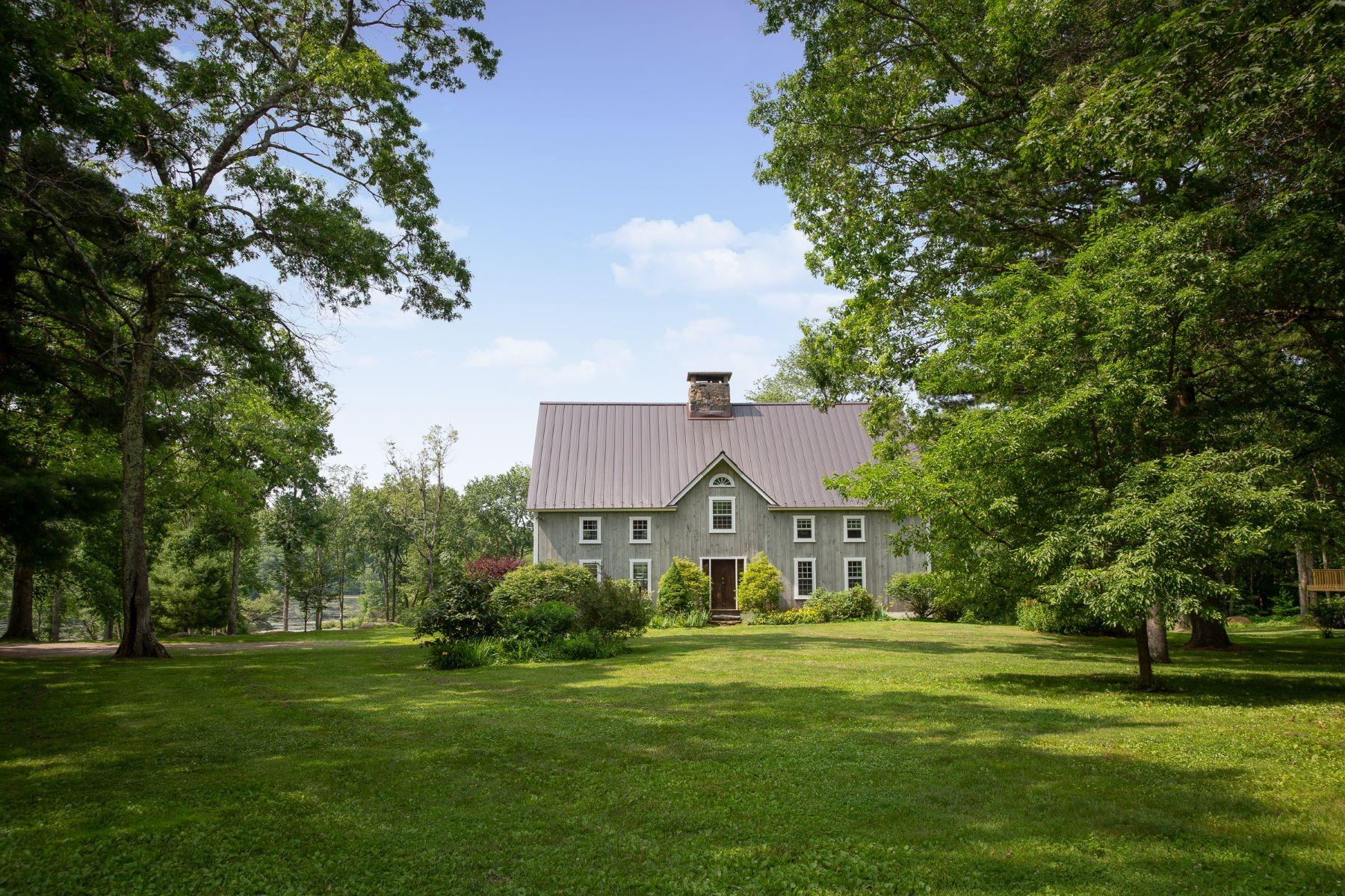 Single Family Homes のために 売買 アット On Fiddlers Pond 335 Brick School Road, Warren, コネチカット 06754 アメリカ