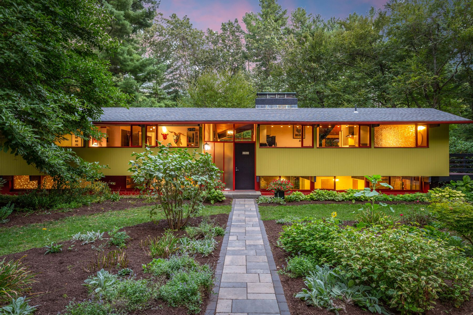 Single Family Homes for Sale at 142 Great Pond Road 142 Great Pond Rd Simsbury, Connecticut 06070 United States