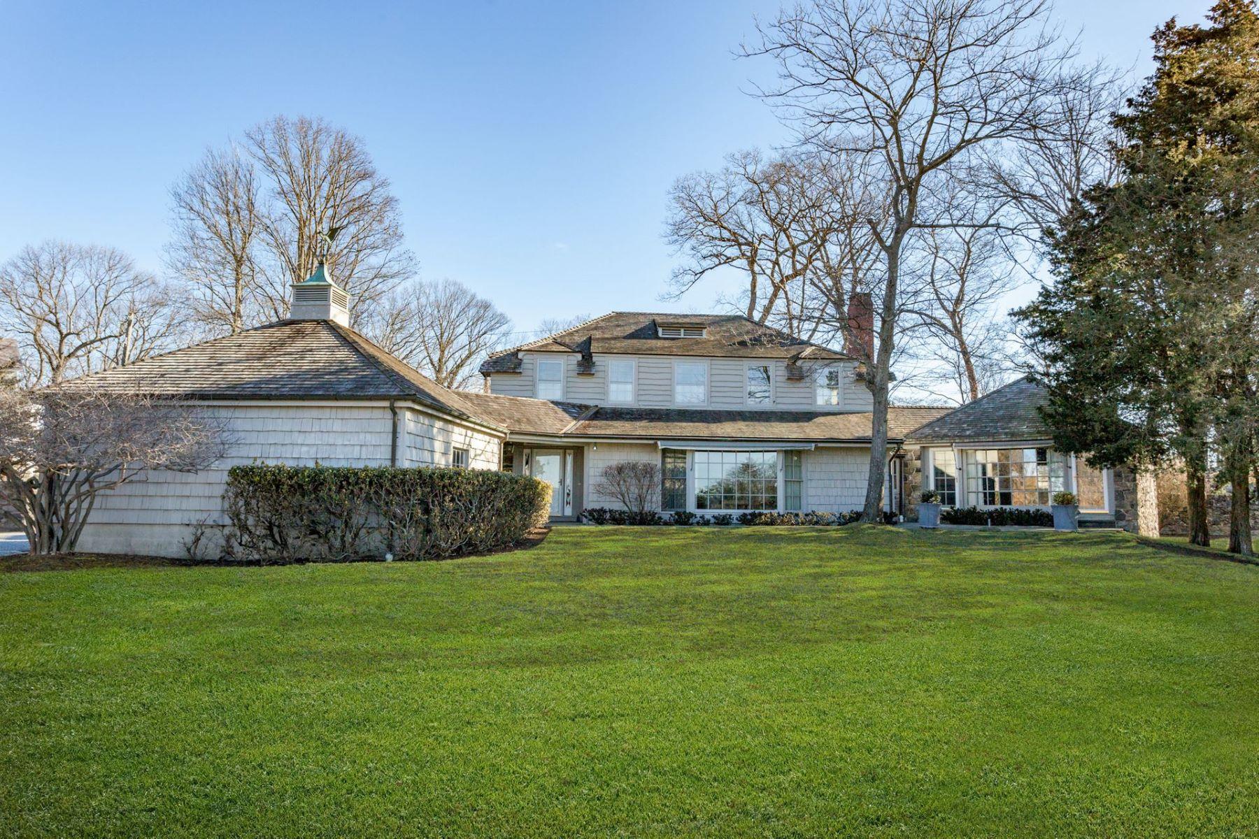 Single Family Homes pour l Vente à 29 Tokeneke Trail Darien, Connecticut 06820 États-Unis
