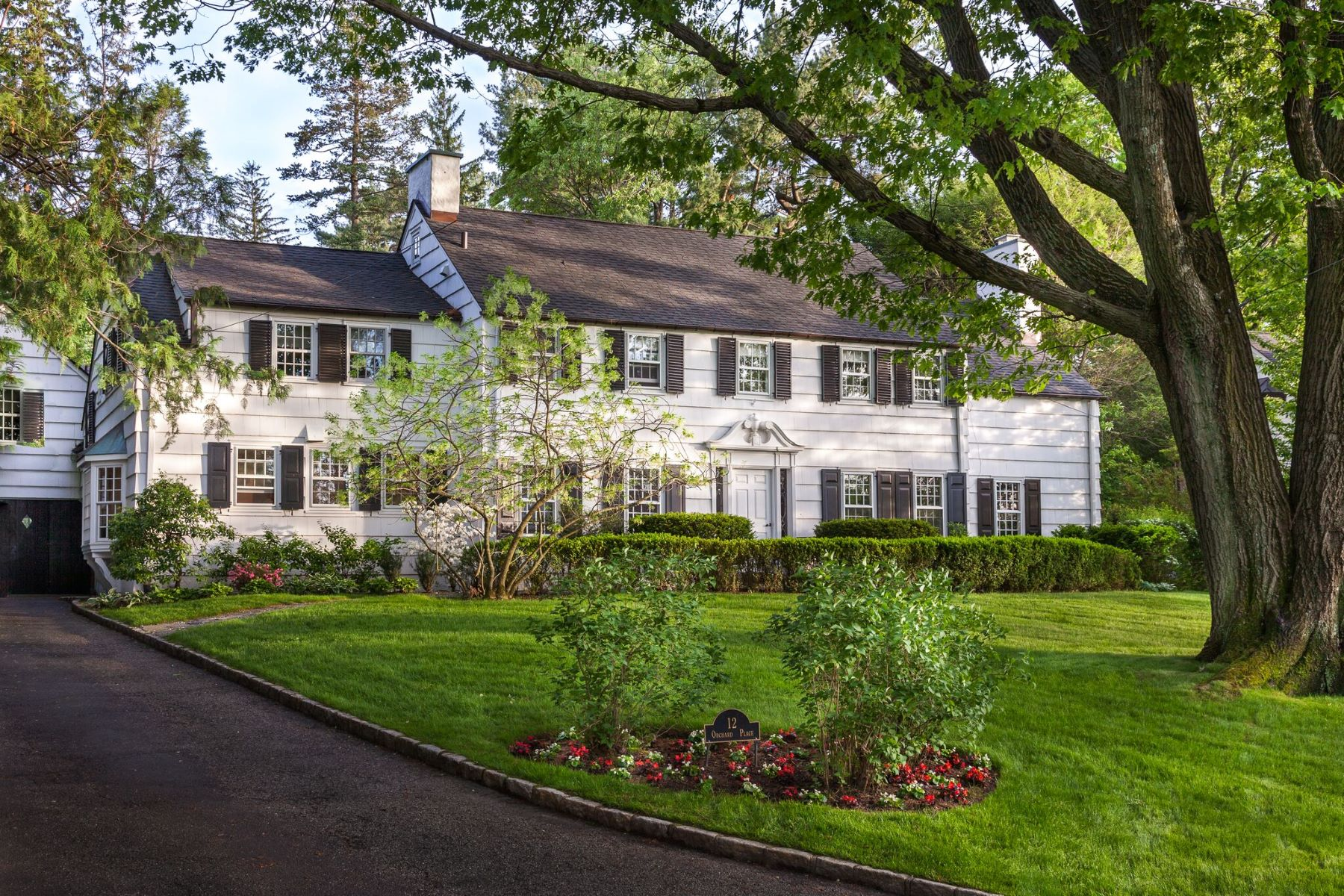 Single Family Homes por un Venta en Welcome To 12 Orchard Place 12 Orchard Place Bronxville, Nueva York 10708 Estados Unidos