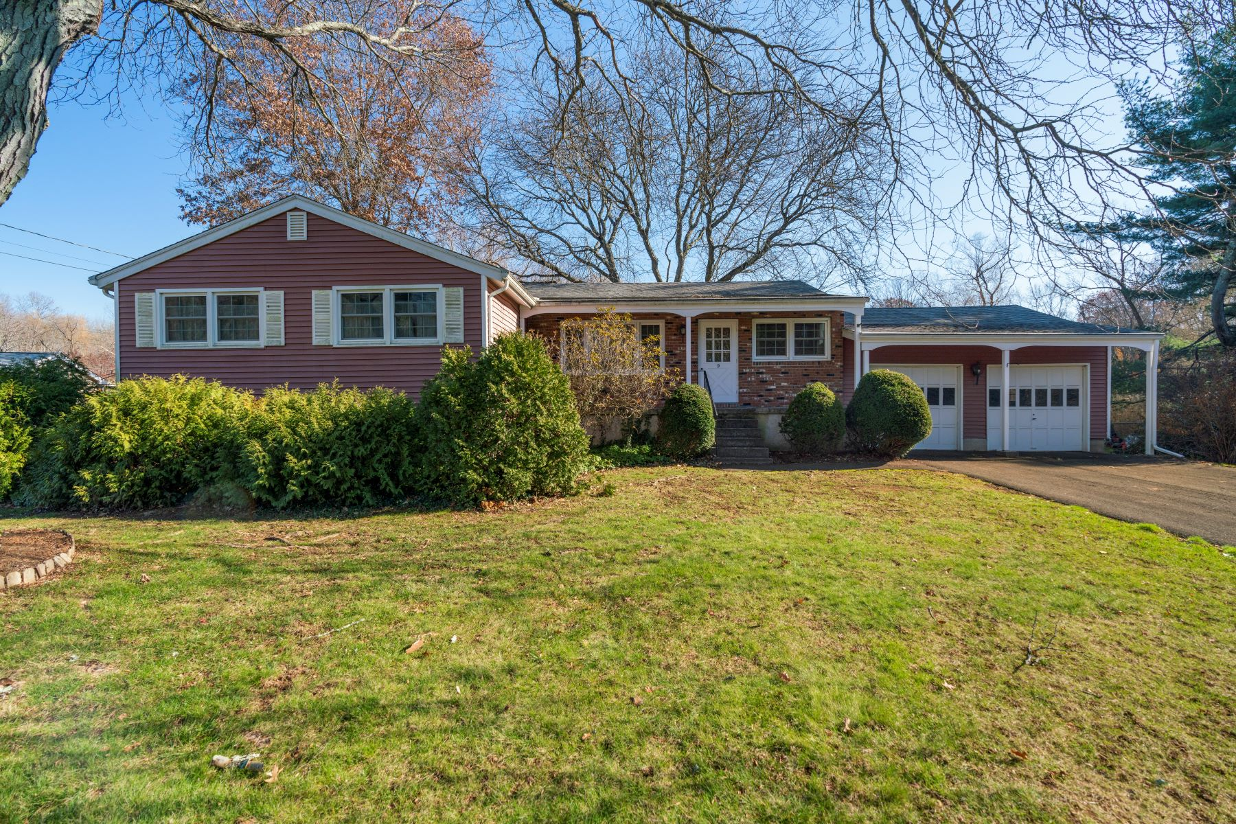 Single Family Homes for Sale at 9 Lea Road North Branford, Connecticut 06471 United States